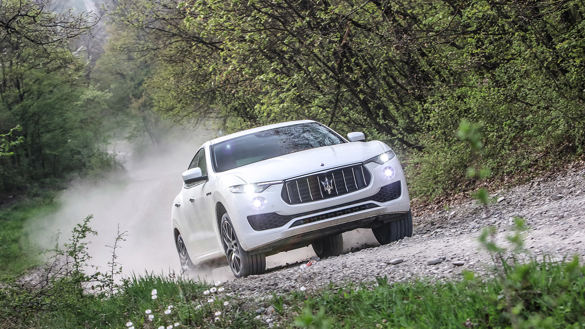 2017 Maserati Levante (Photo 16 of 37)