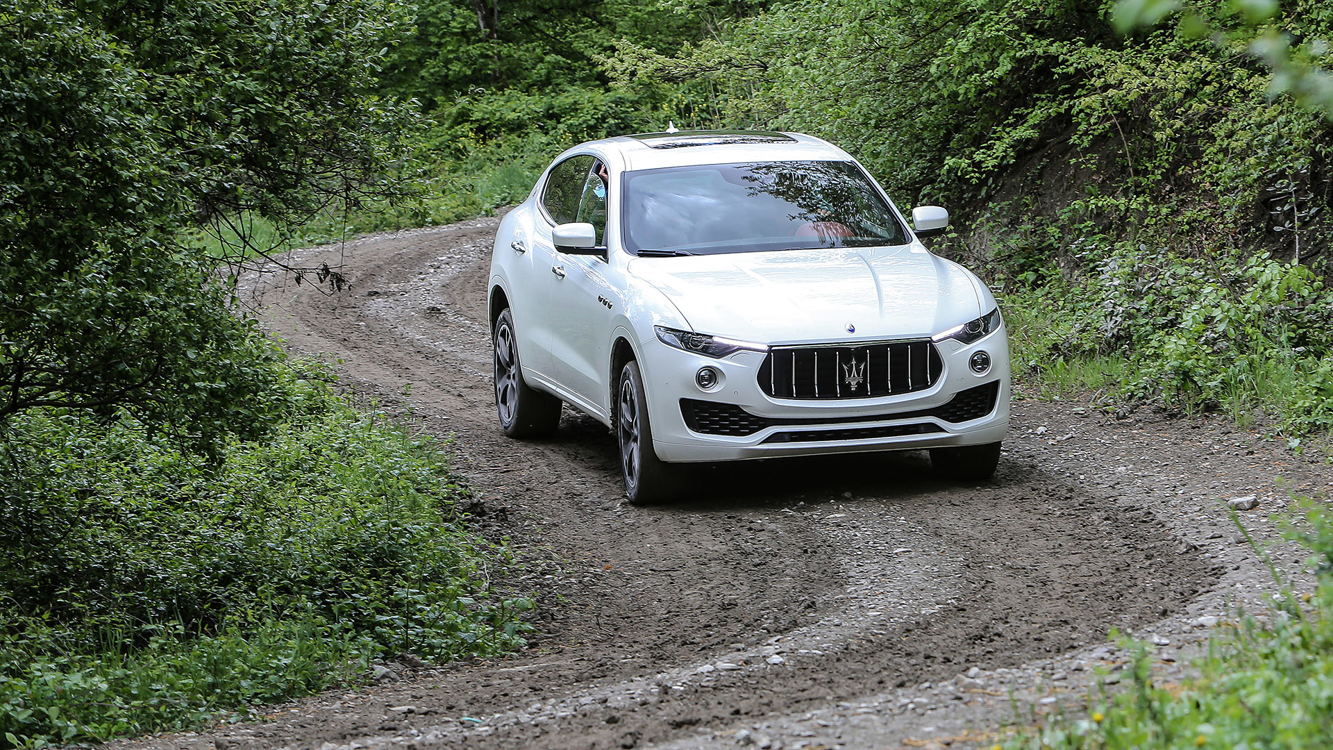 2017 Maserati Levante (Photo 15 of 37)
