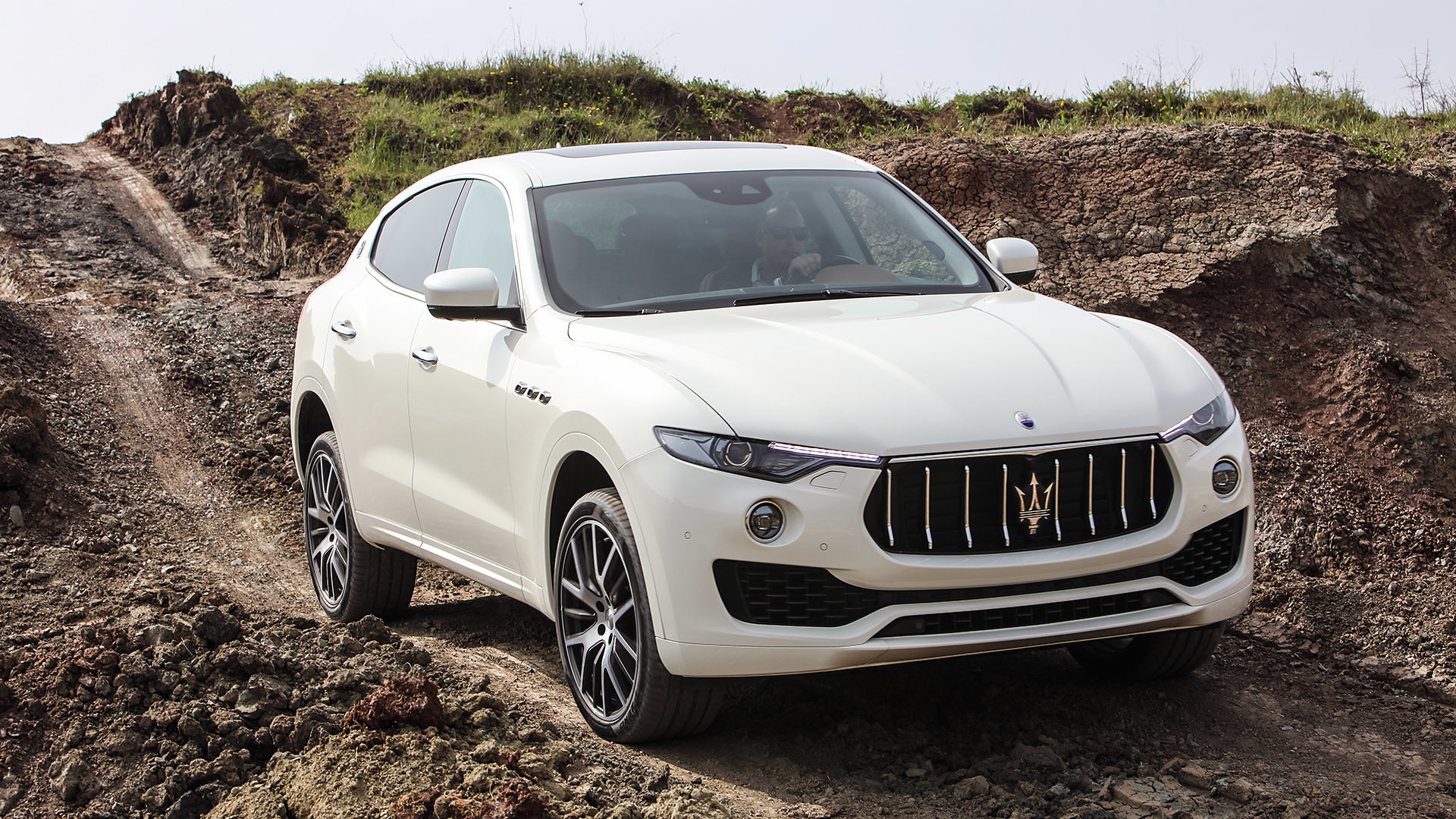 2017 Maserati Levante (Photo 10 of 37)