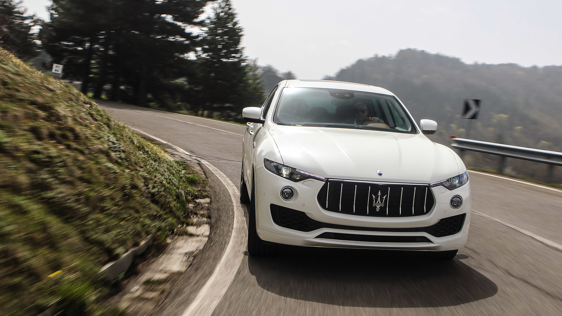 2017 Maserati Levante (Photo 12 of 37)