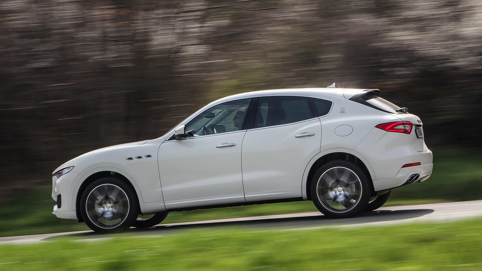 2017 Maserati Levante (Photo 7 of 37)