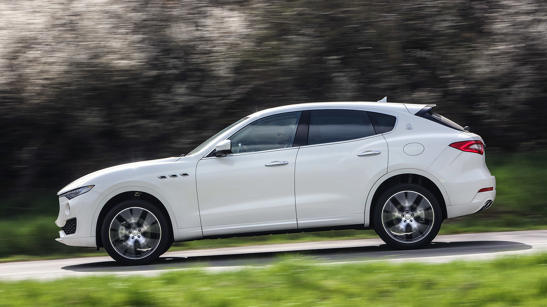 2017 Maserati Levante (Photo 2 of 37)