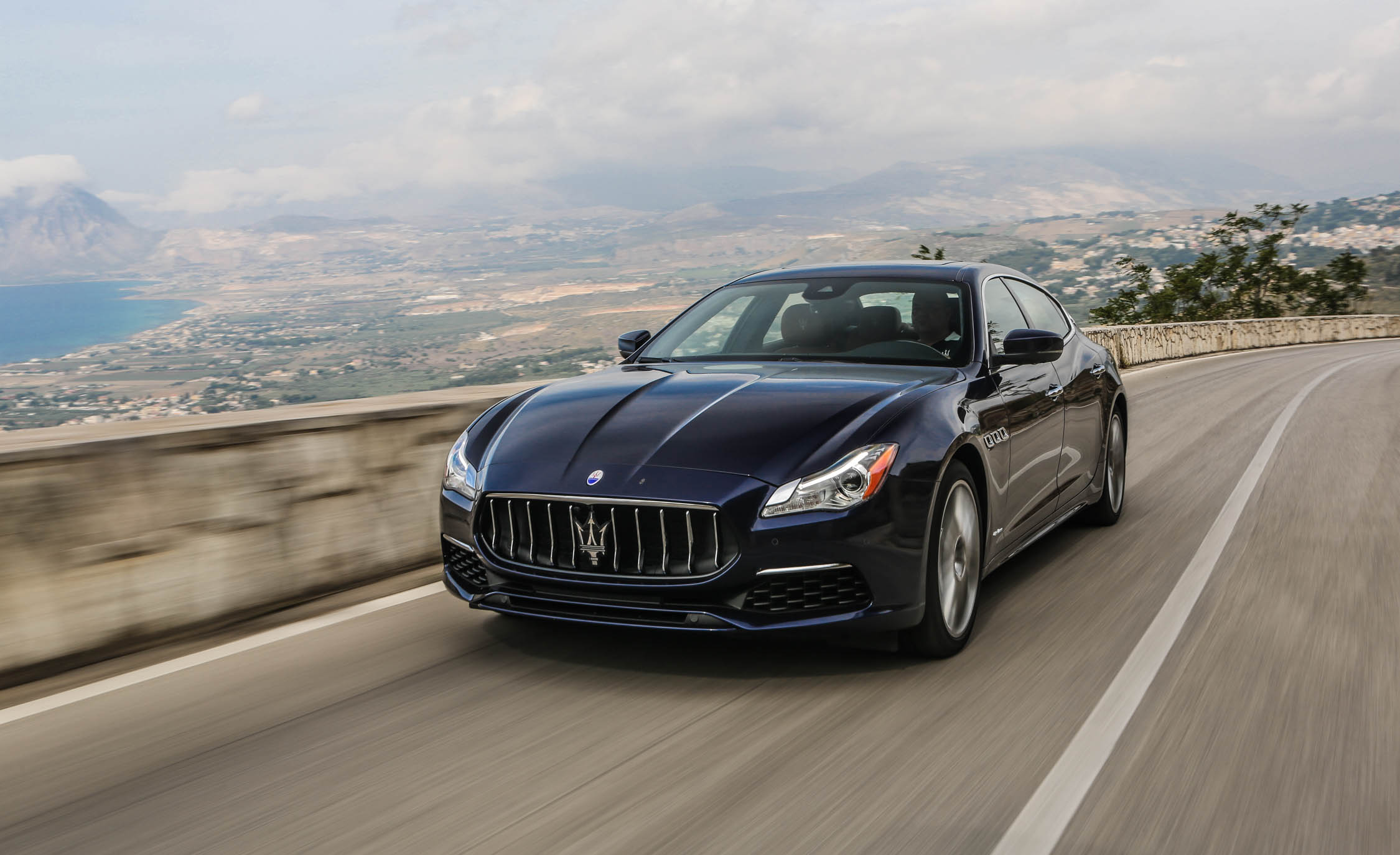 2017 Maserati Quattroporte GTS GranLusso (View 4 of 55)