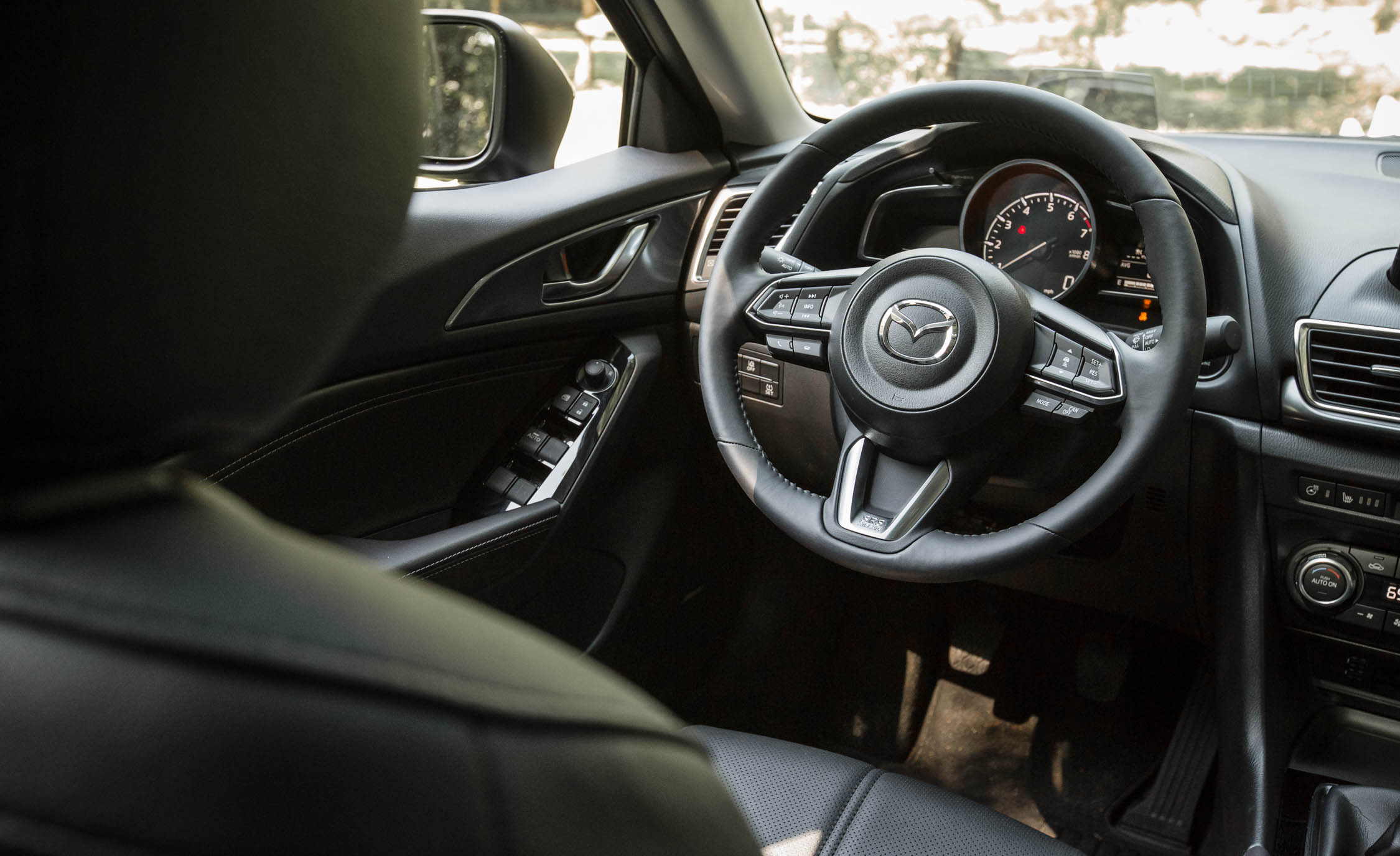 2017 Mazda3 Hatchback Interior Cockpit (Photo 30 of 40)