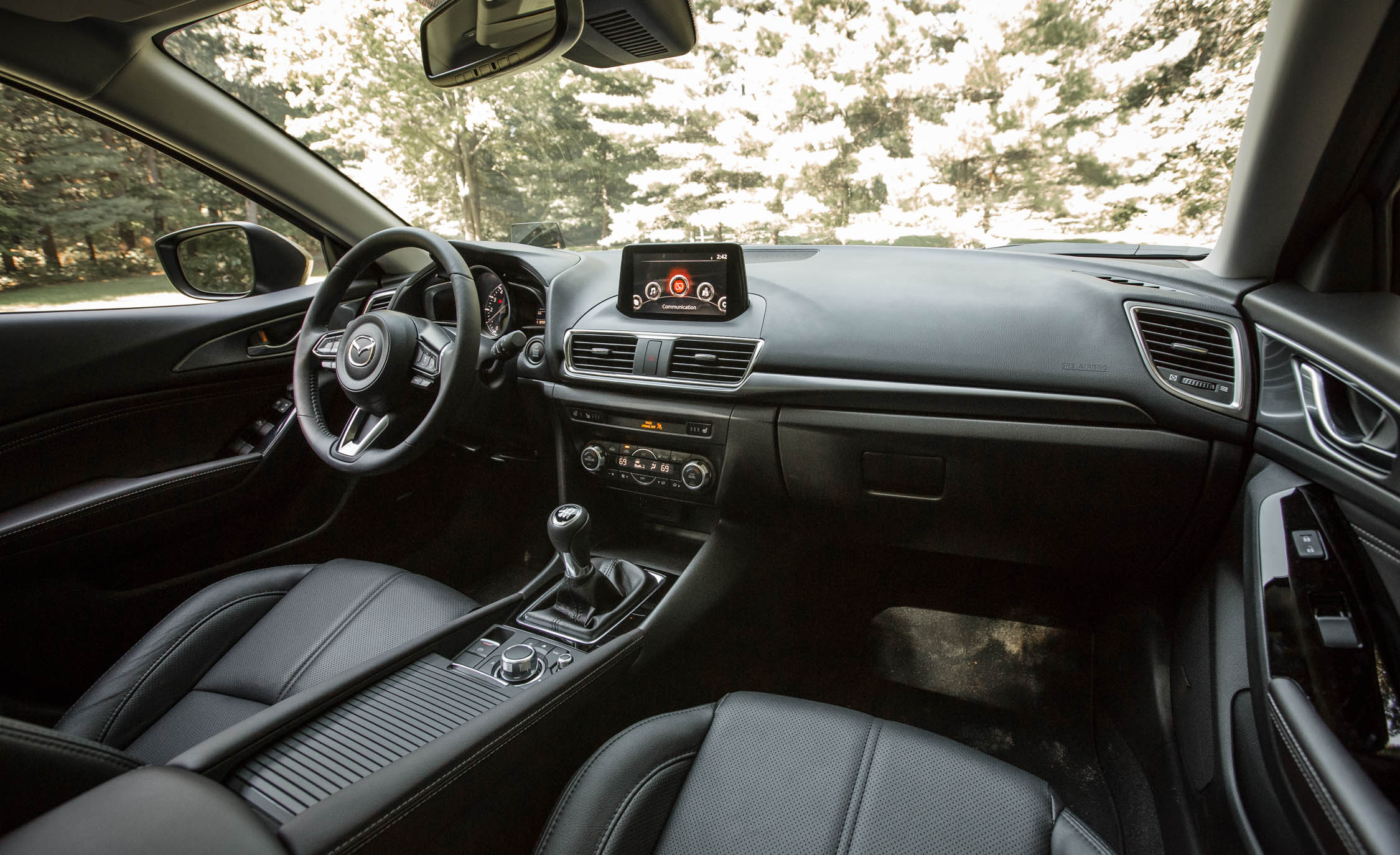 2017 Mazda3 Hatchback Interior Dashboard (Photo 32 of 40)