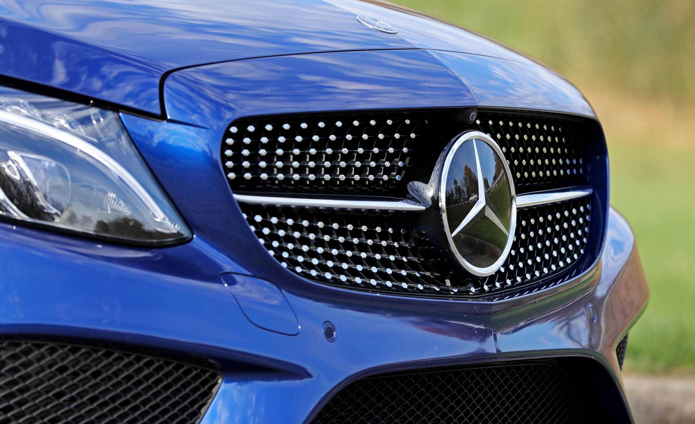 2017 Mercedes Benz C300 4MATIC Coupe Exterior View Grille And Badge (View 30 of 44)