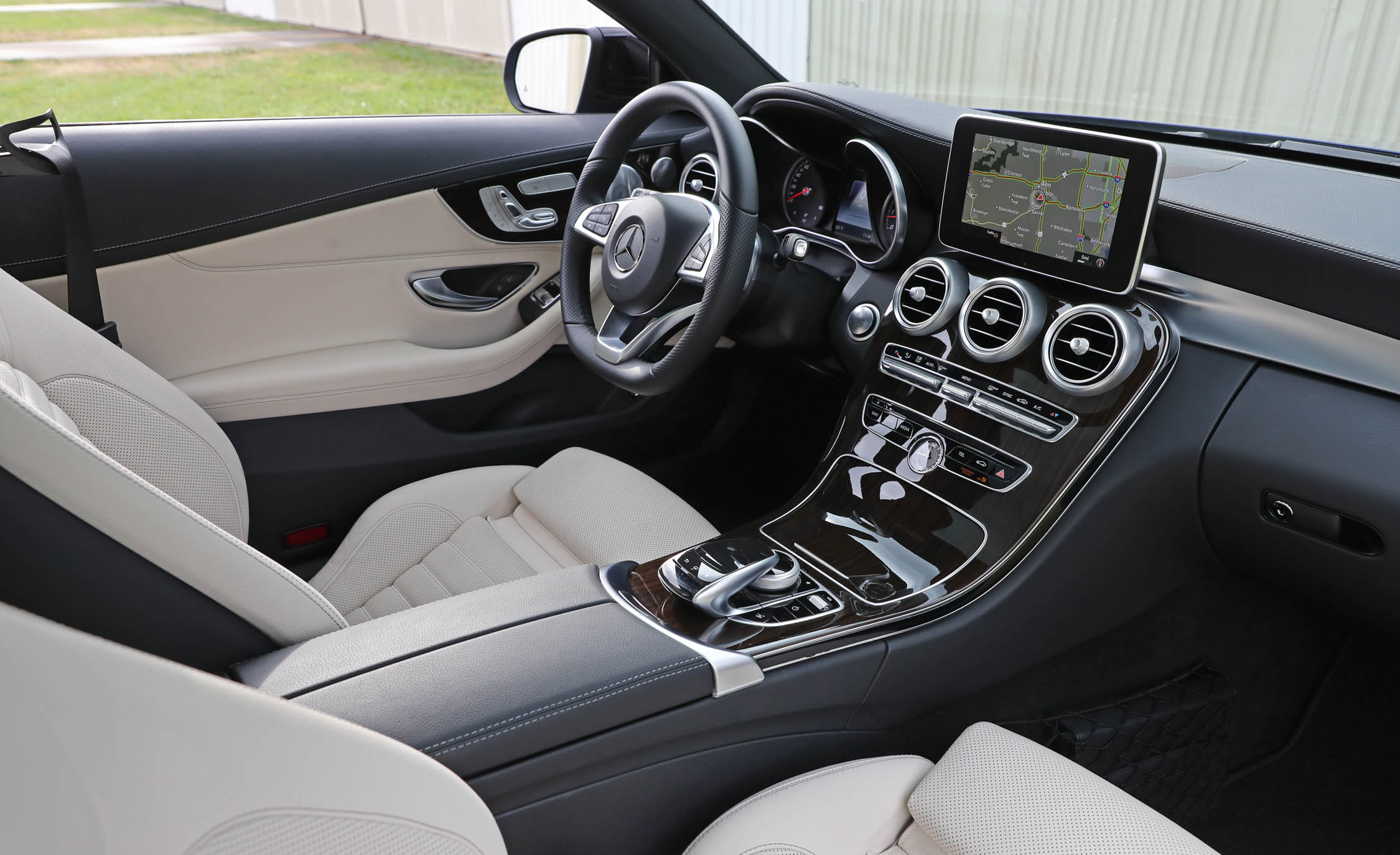 2017 Mercedes Benz C300 4MATIC Coupe Interior Cockpit (View 22 of 44)