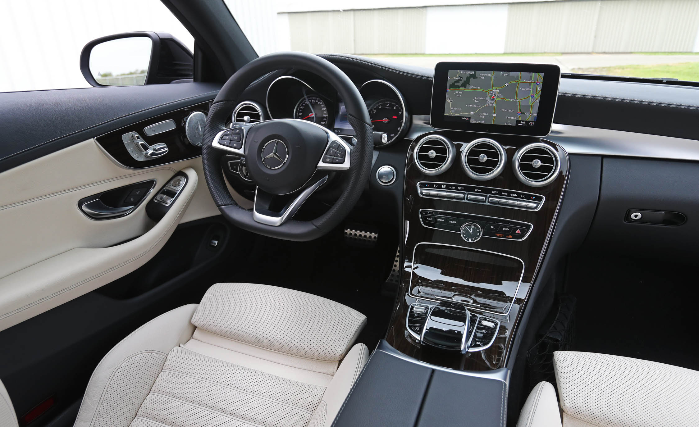 2017 Mercedes Benz C300 4MATIC Coupe Interior Dashboard (Photo 25 of 44)