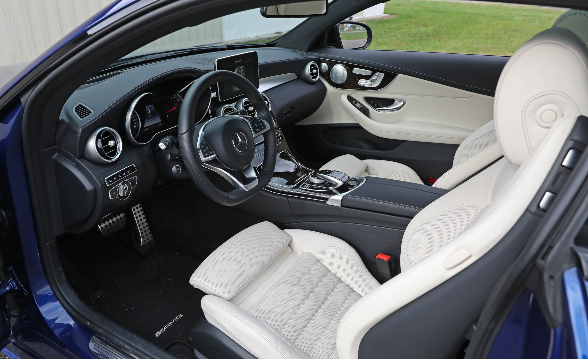 2017 Mercedes Benz C300 4MATIC Coupe Interior Front (Photo 26 of 44)