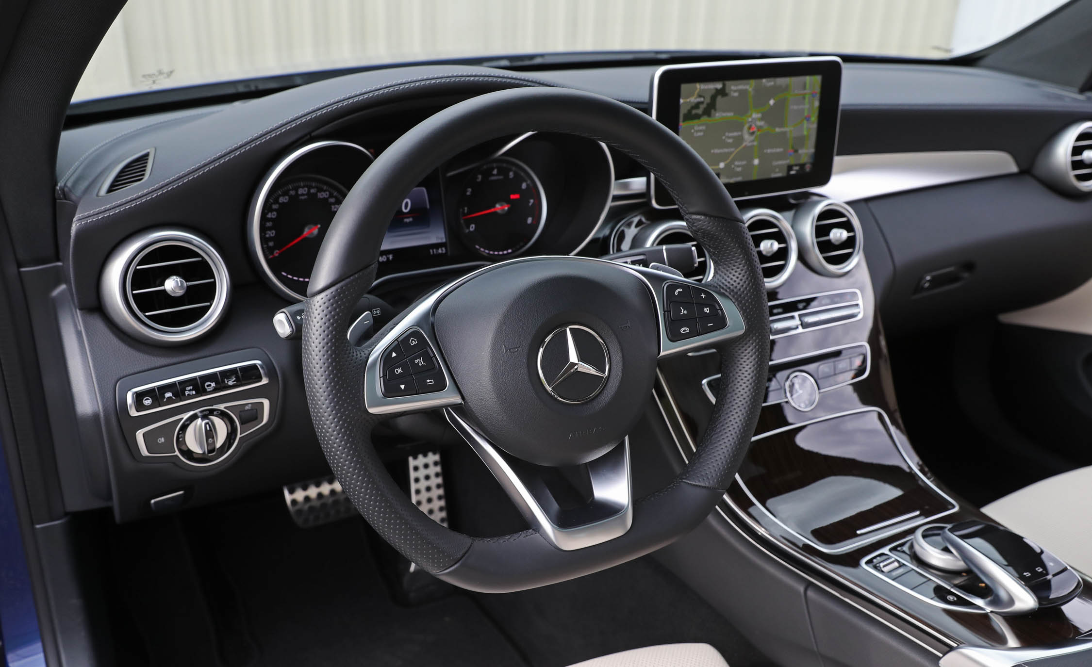 2017 Mercedes Benz C300 4MATIC Coupe Interior Steering Wheel (Photo 31 of 44)