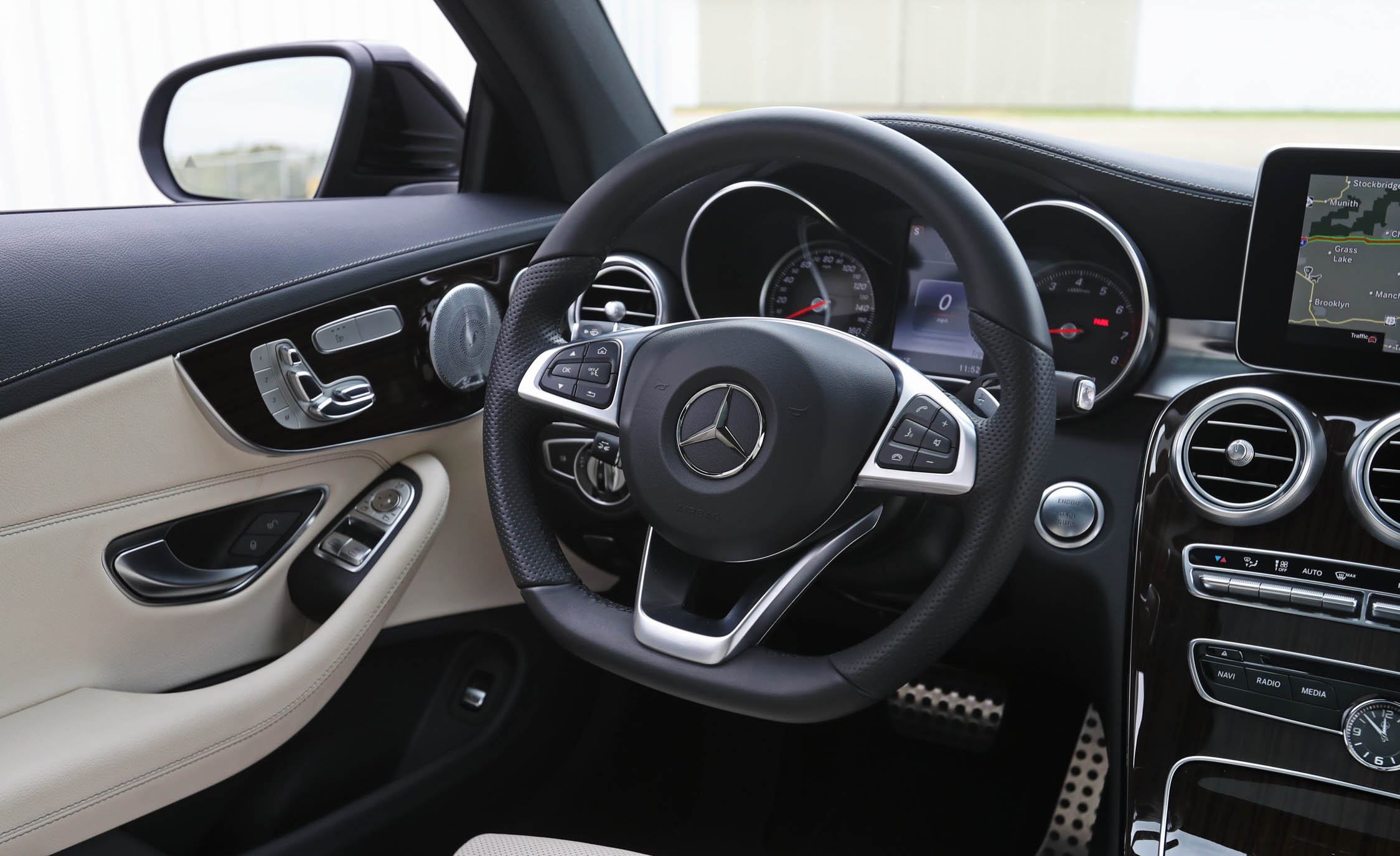 2017 Mercedes Benz C300 4MATIC Coupe Interior View Steering Wheel (Photo 35 of 44)