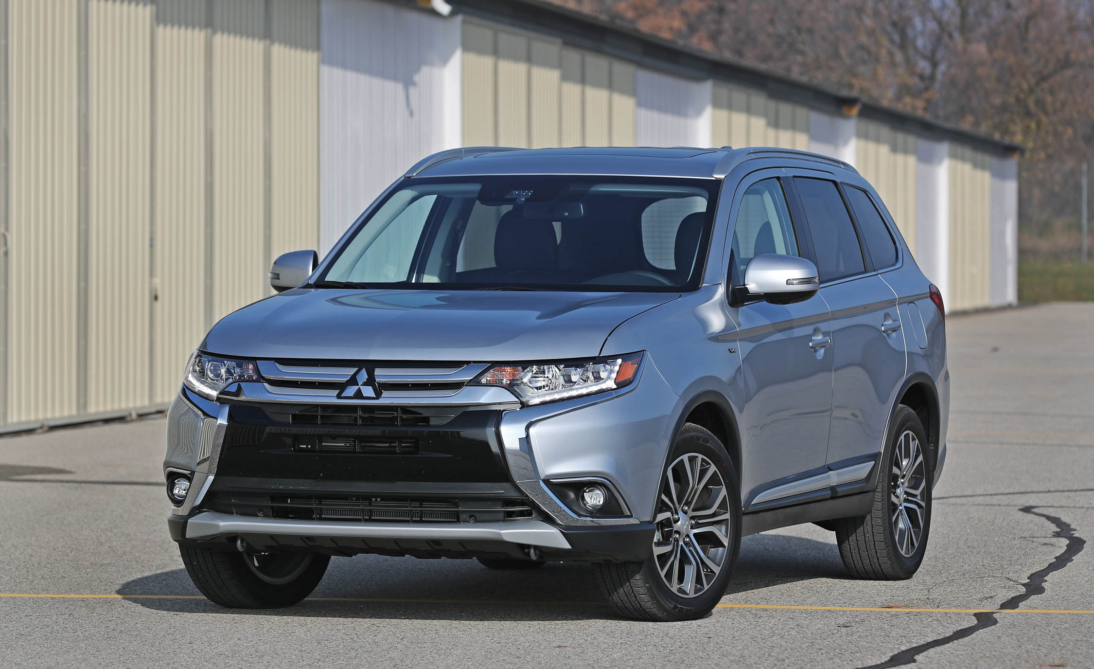 2017 Mitsubishi Outlander Gt Exterior Front (View 34 of 34)