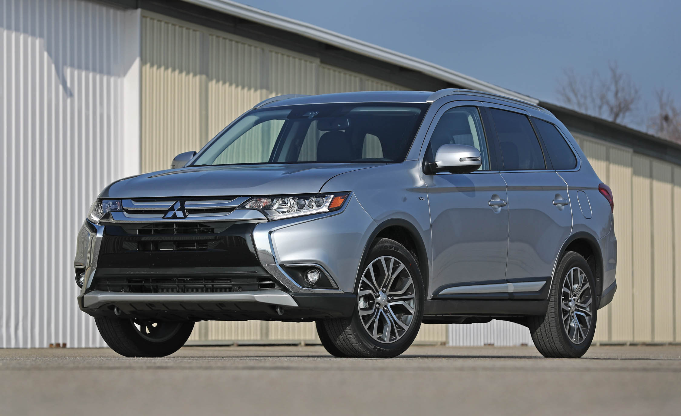 2017 Mitsubishi Outlander Gt Exterior Grey Metallic (Photo 5 of 34)