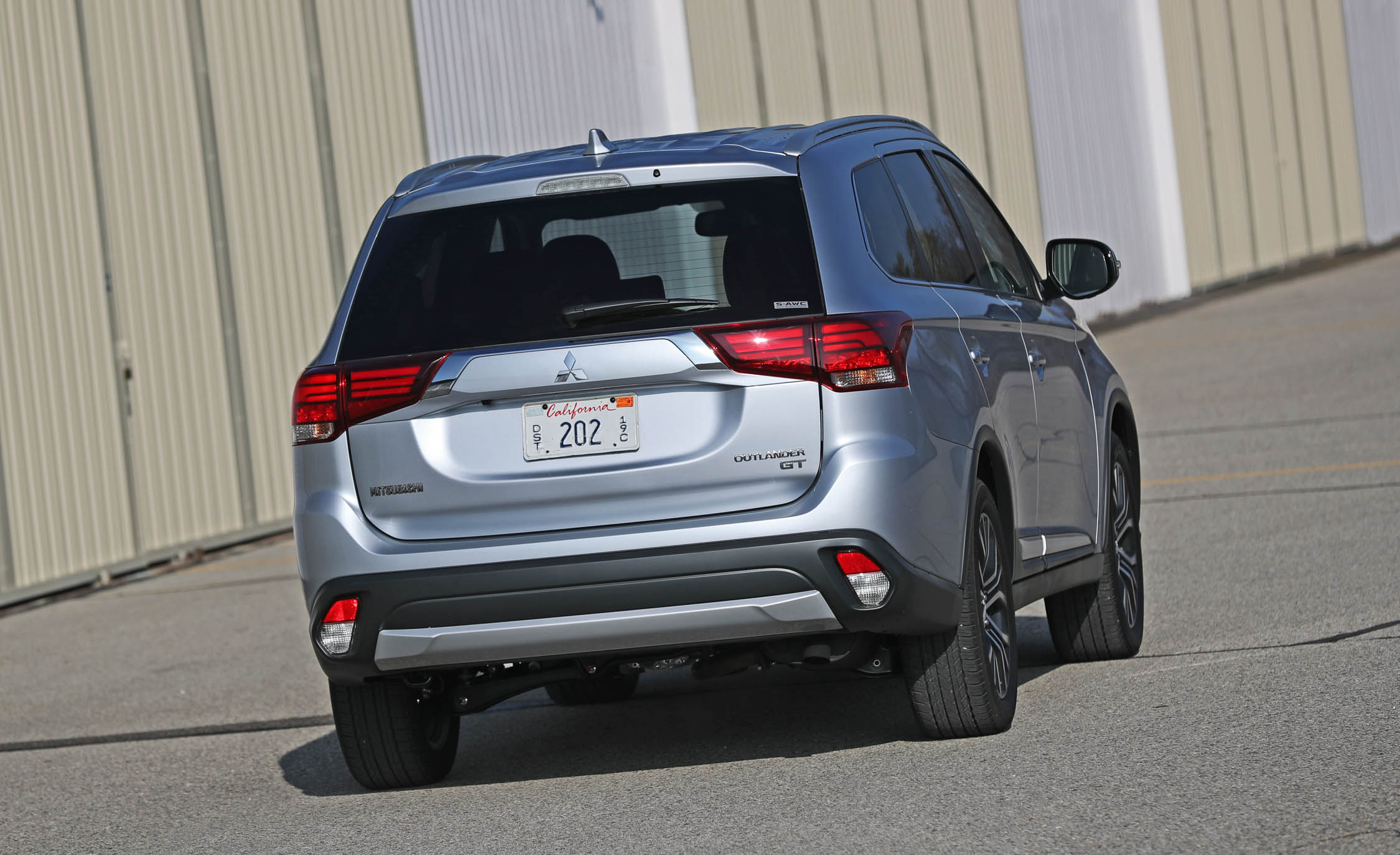 2017 Mitsubishi Outlander Gt Exterior Rear (View 27 of 34)