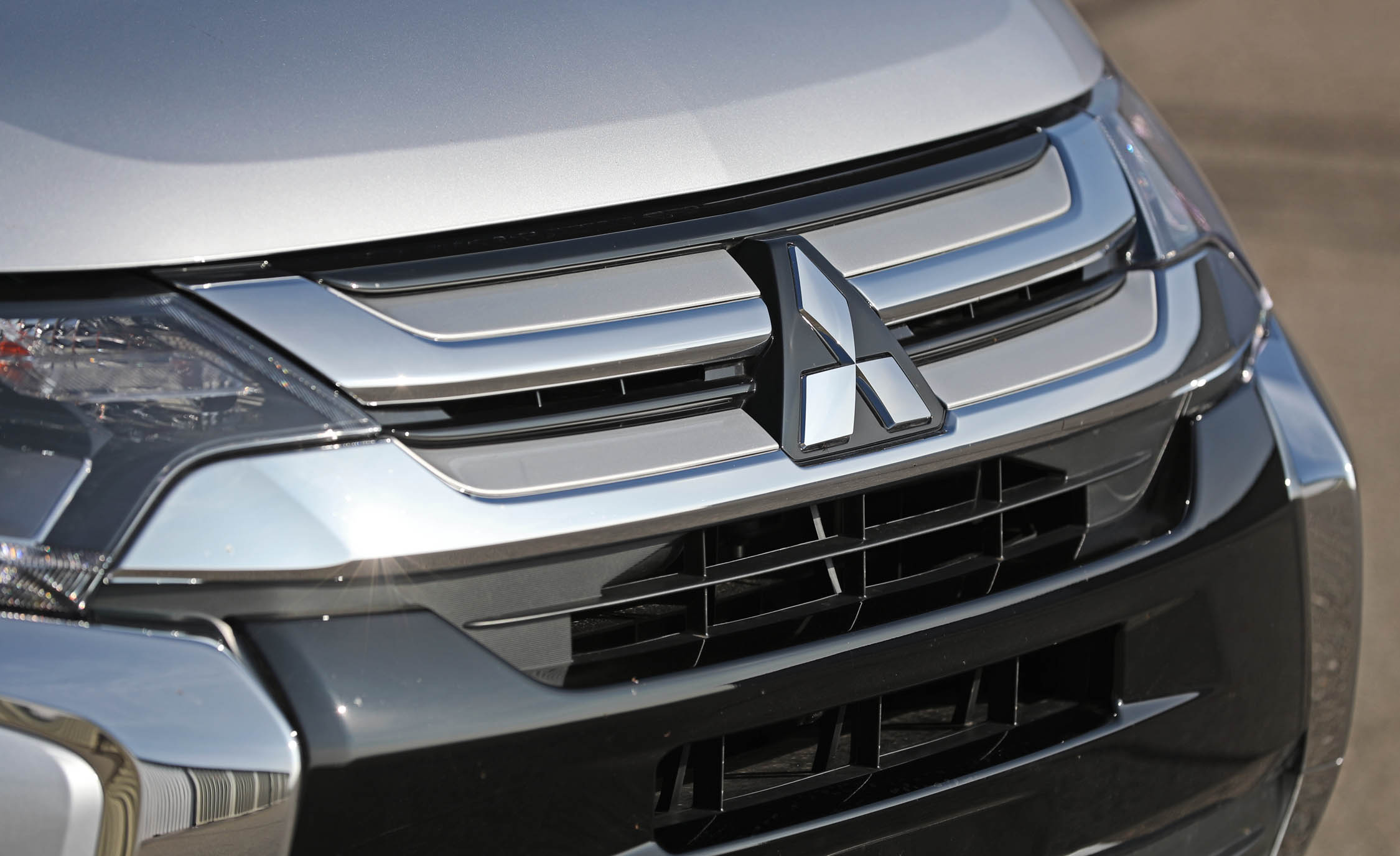 2017 Mitsubishi Outlander Gt Exterior View Grille (View 29 of 34)