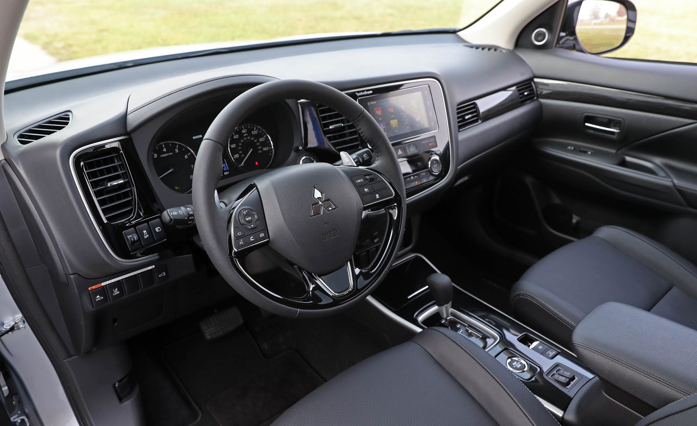 2017 Mitsubishi Outlander Gt Interior Cockpit And Dash (View 25 of 34)