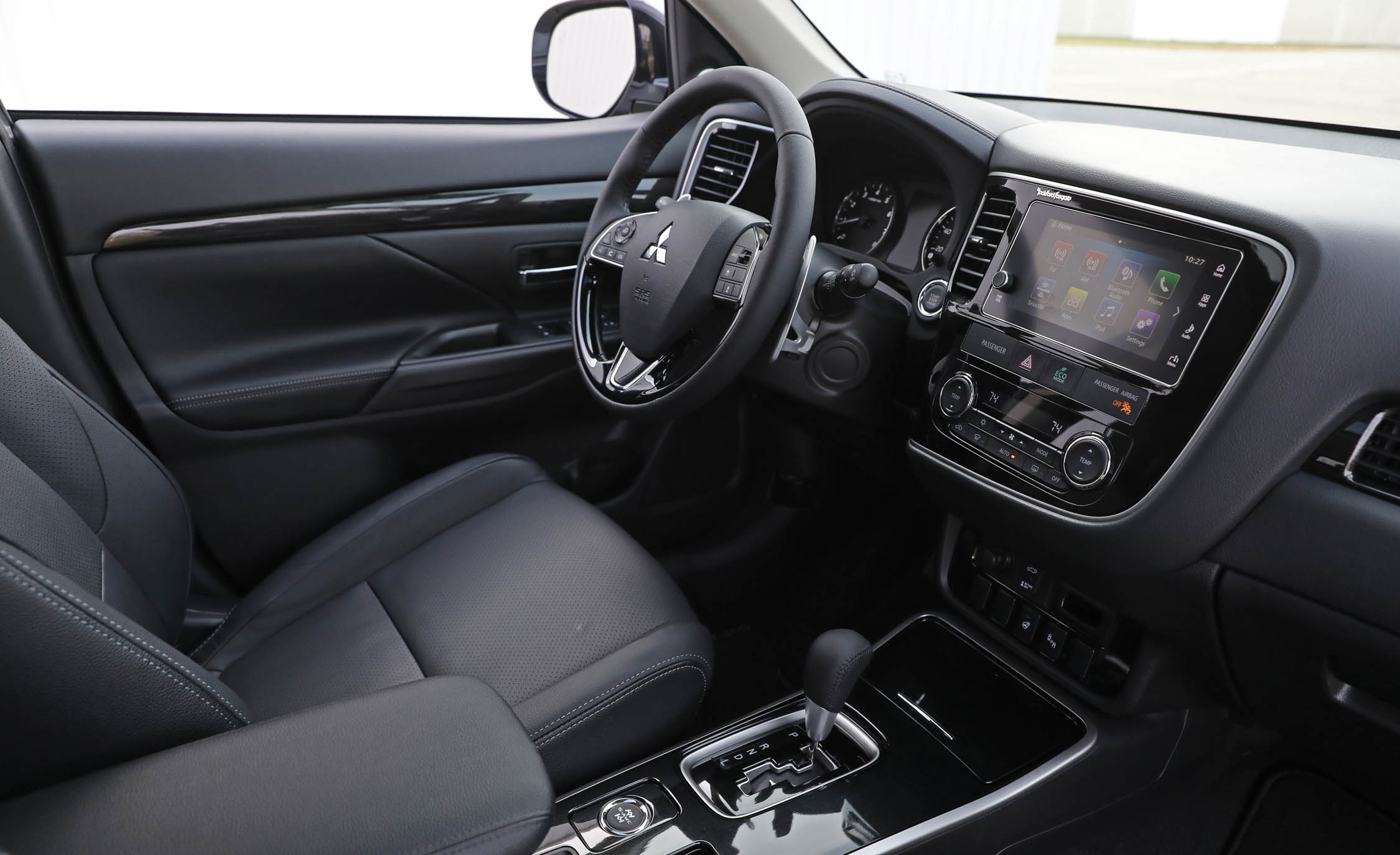 2017 Mitsubishi Outlander Gt Interior Cockpit And Dashboard (View 26 of 34)