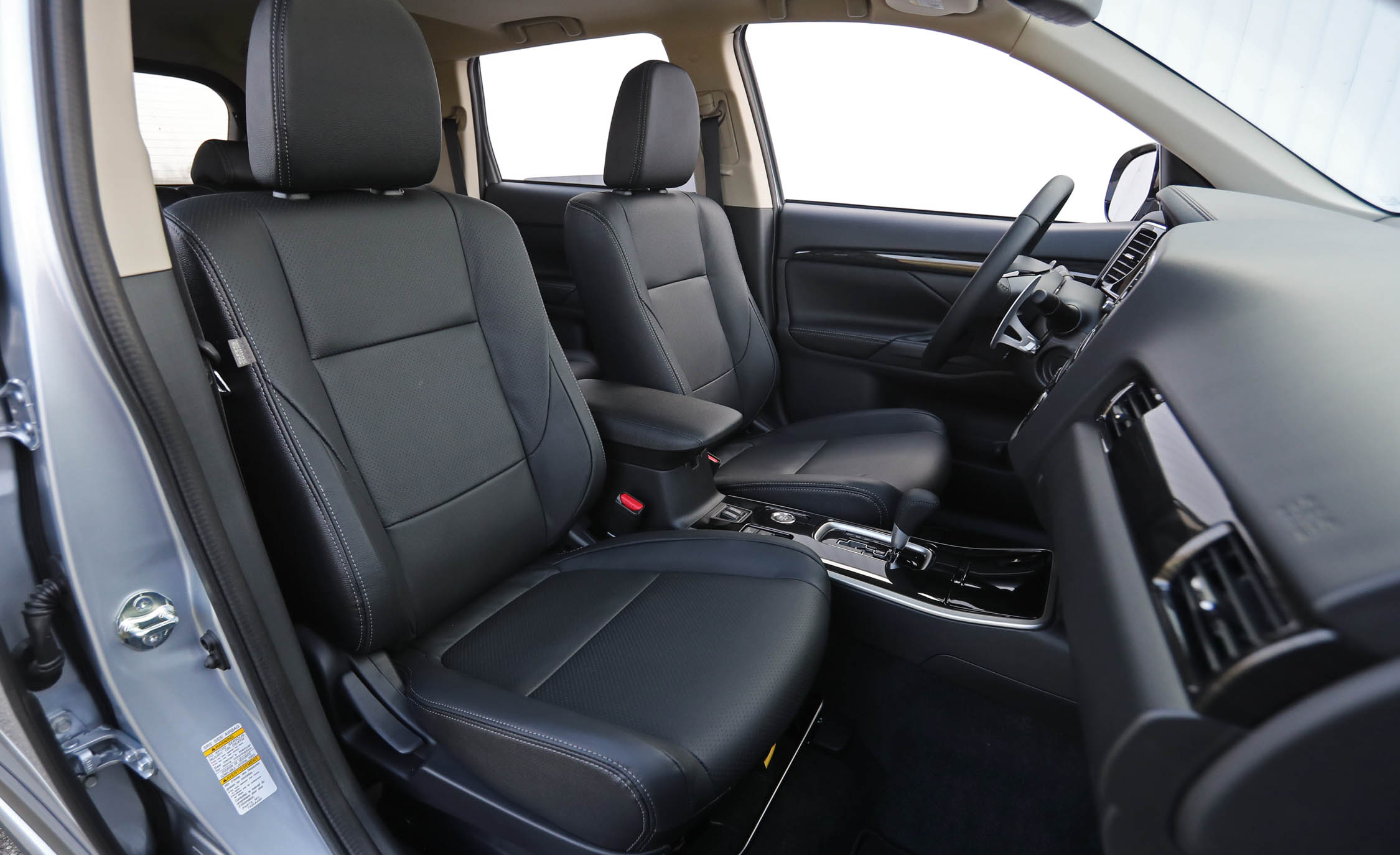 2017 Mitsubishi Outlander Gt Interior Seats Front (View 19 of 34)
