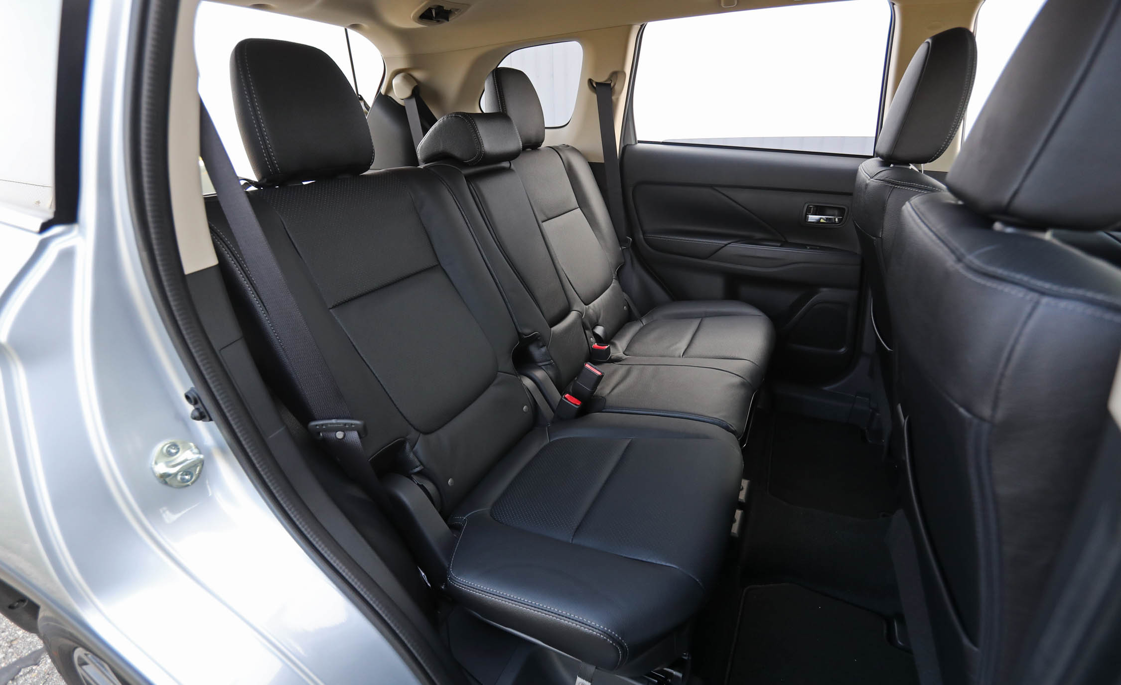 2017 Mitsubishi Outlander Gt Interior Seats Rear Back (Photo 17 of 34)