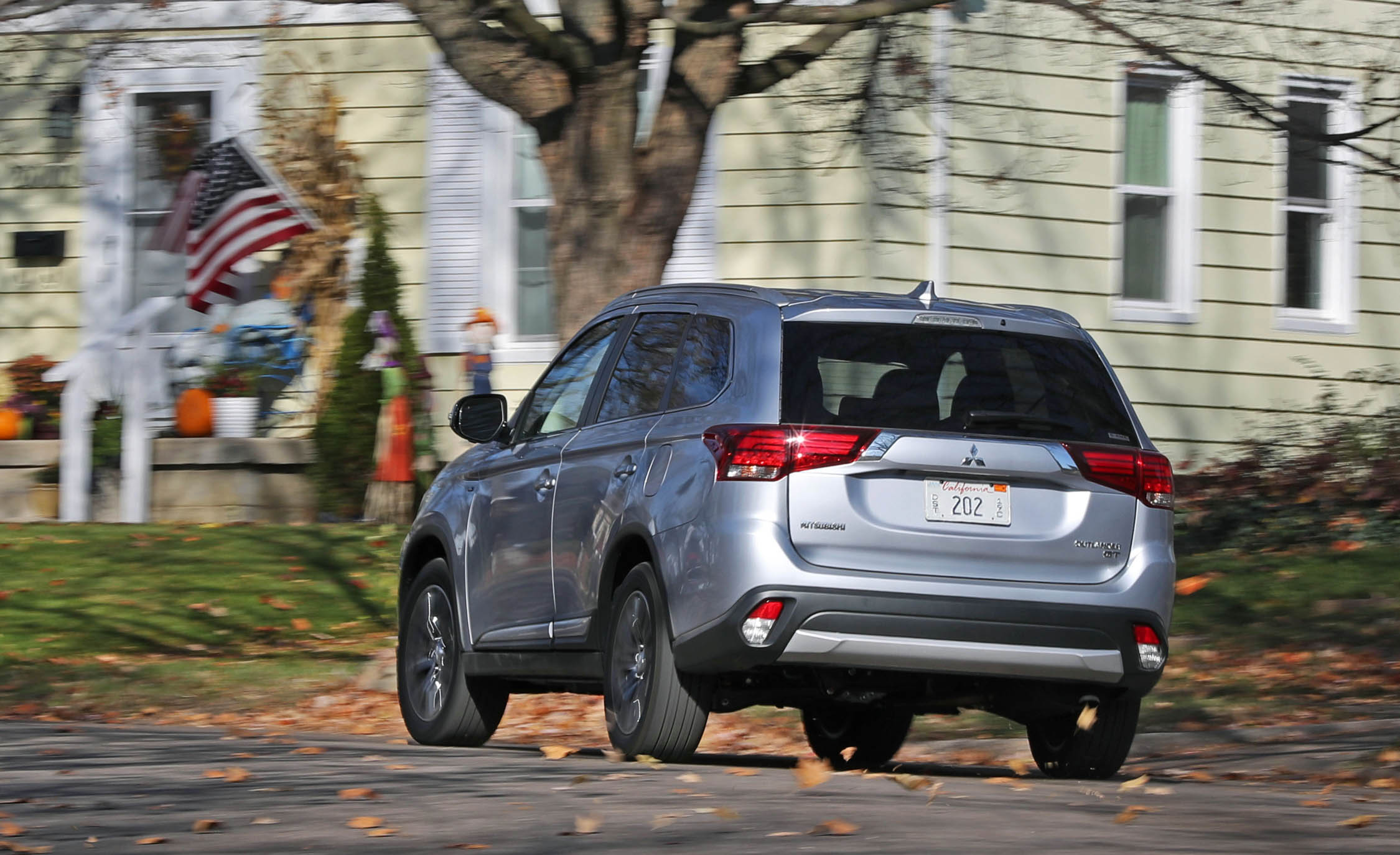2017 Mitsubishi Outlander Gt Test Drive Rear View (View 10 of 34)