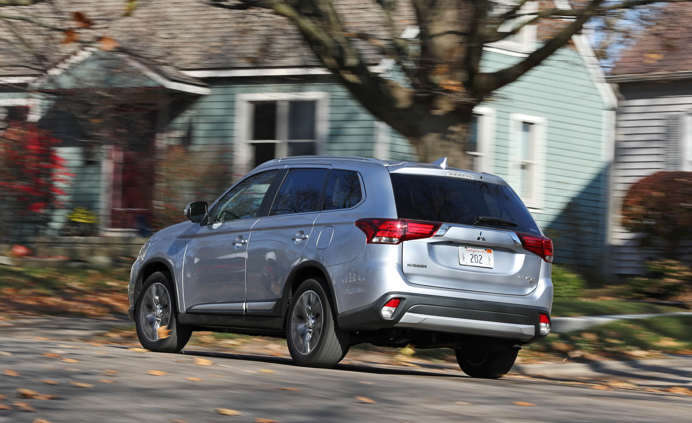 2017 Mitsubishi Outlander Gt Test Drive Side And Rear View (View 11 of 34)