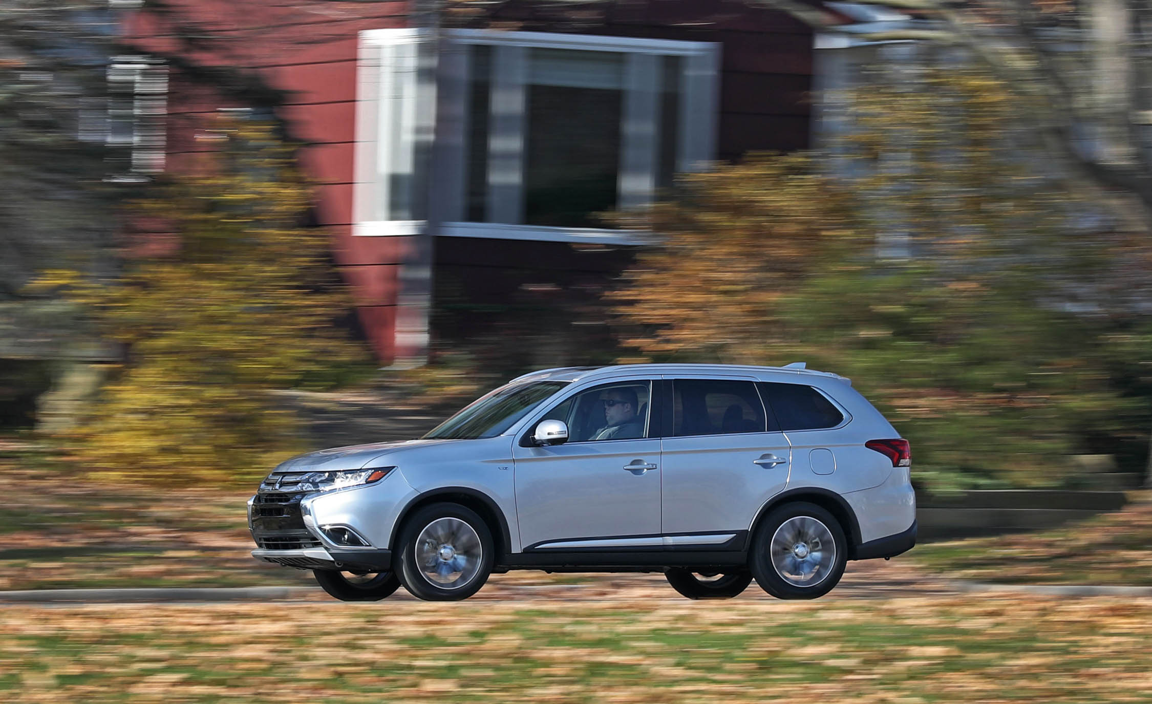 2017 Mitsubishi Outlander Gt Test Drive Silver Metallic Preview (View 5 of 34)