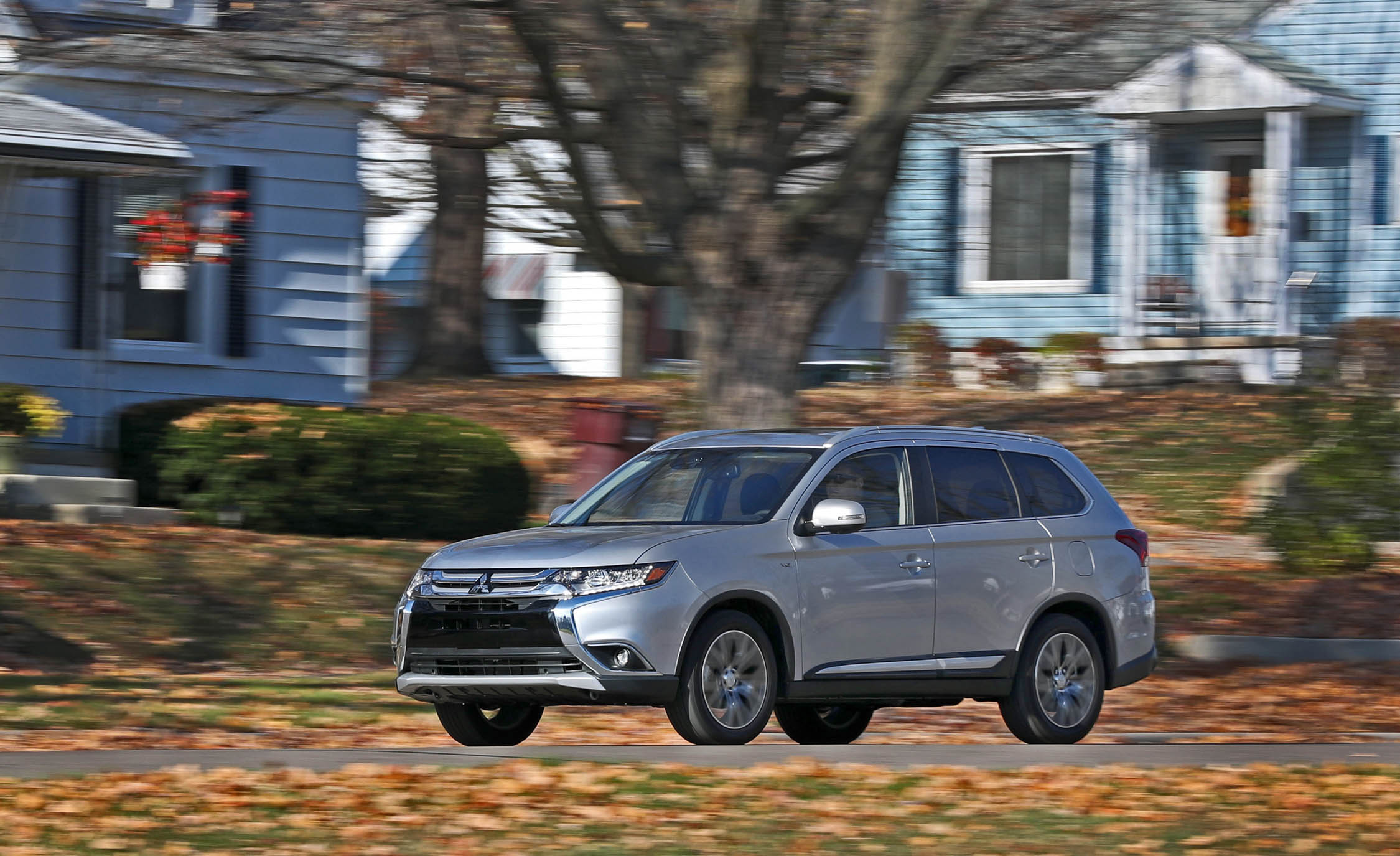 2017 Mitsubishi Outlander Gt Test Drive Silver Metallic (View 6 of 34)