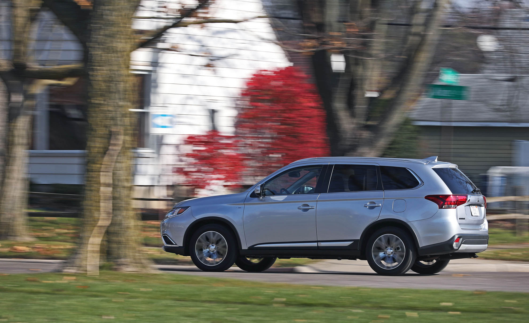 2017 Mitsubishi Outlander Test Drive Side View (View 3 of 34)