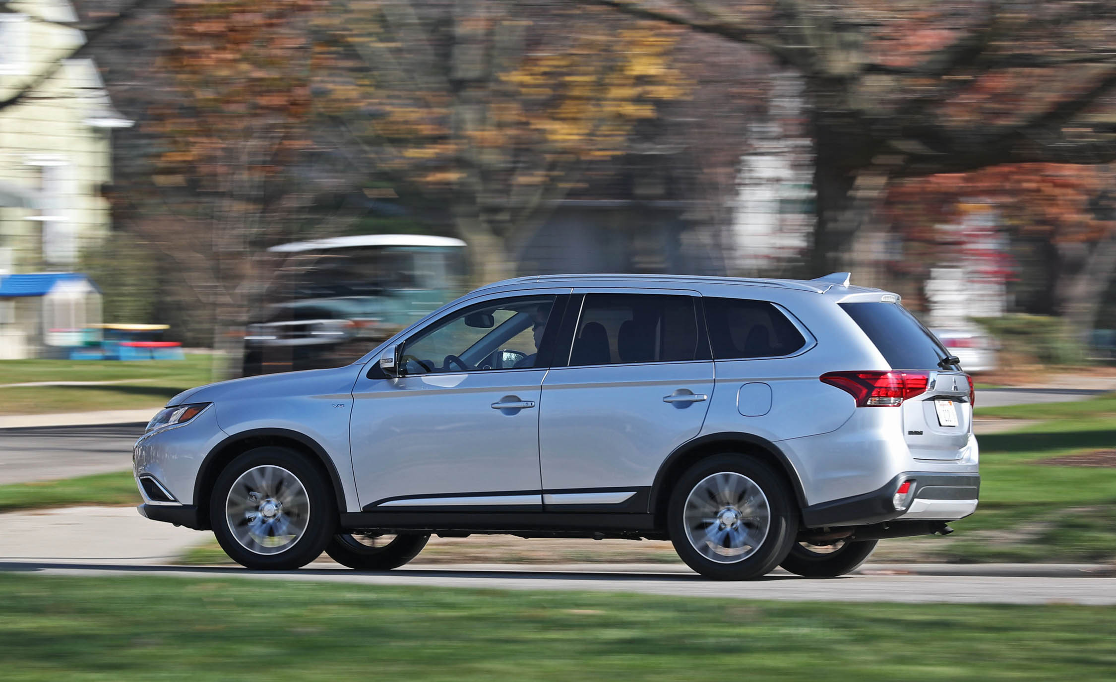2017 Mitsubishi Outlander (Photo 1 of 34)