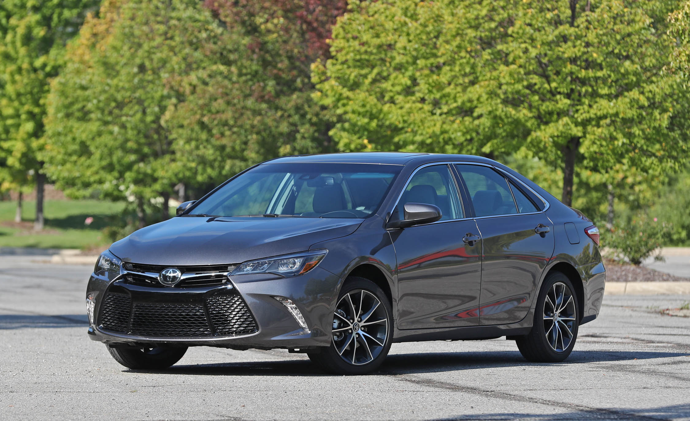 2017 Toyota Camry Exterior Front And Side (View 36 of 37)