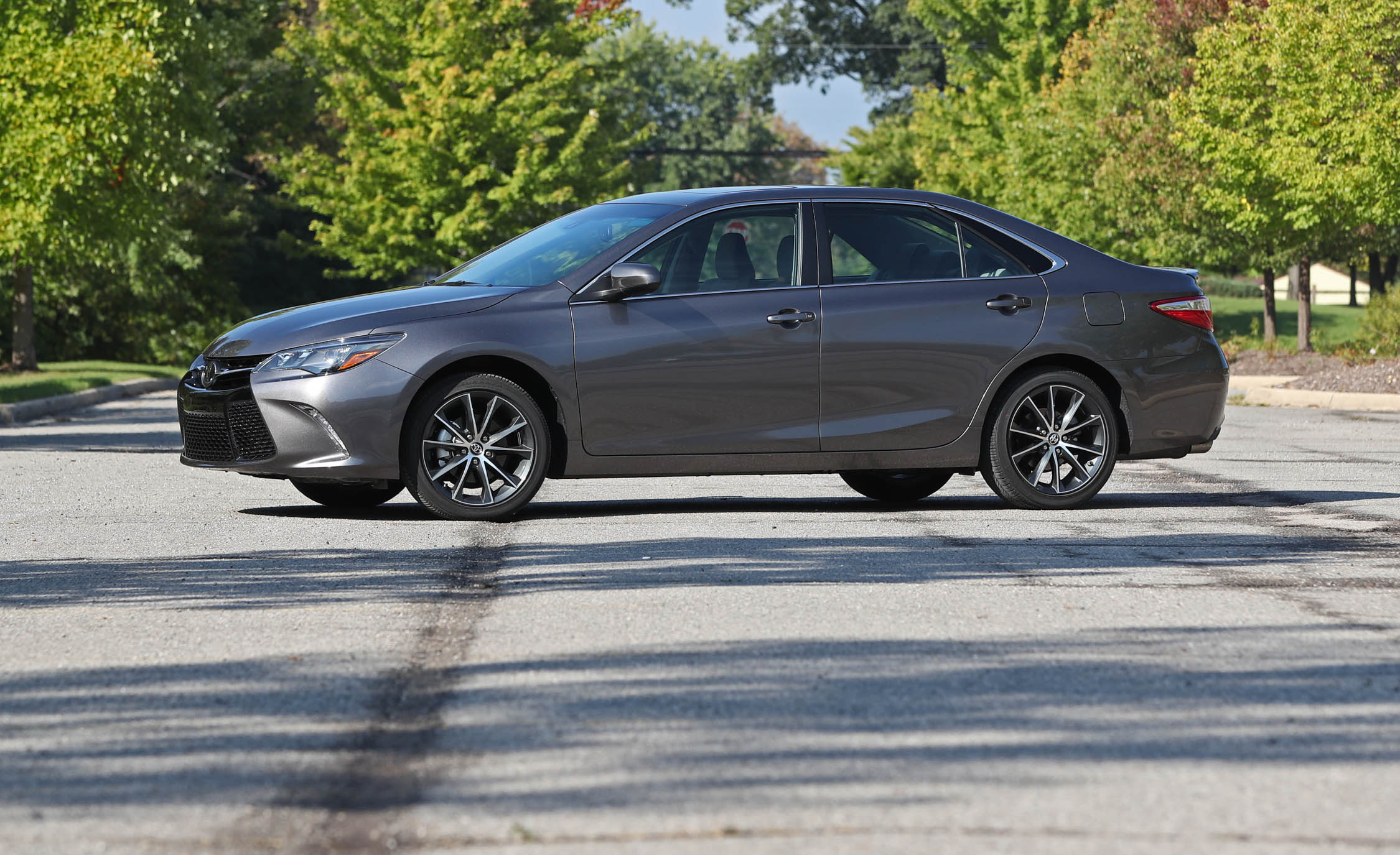 2017 Toyota Camry Exterior Grey Metallic (View 35 of 37)