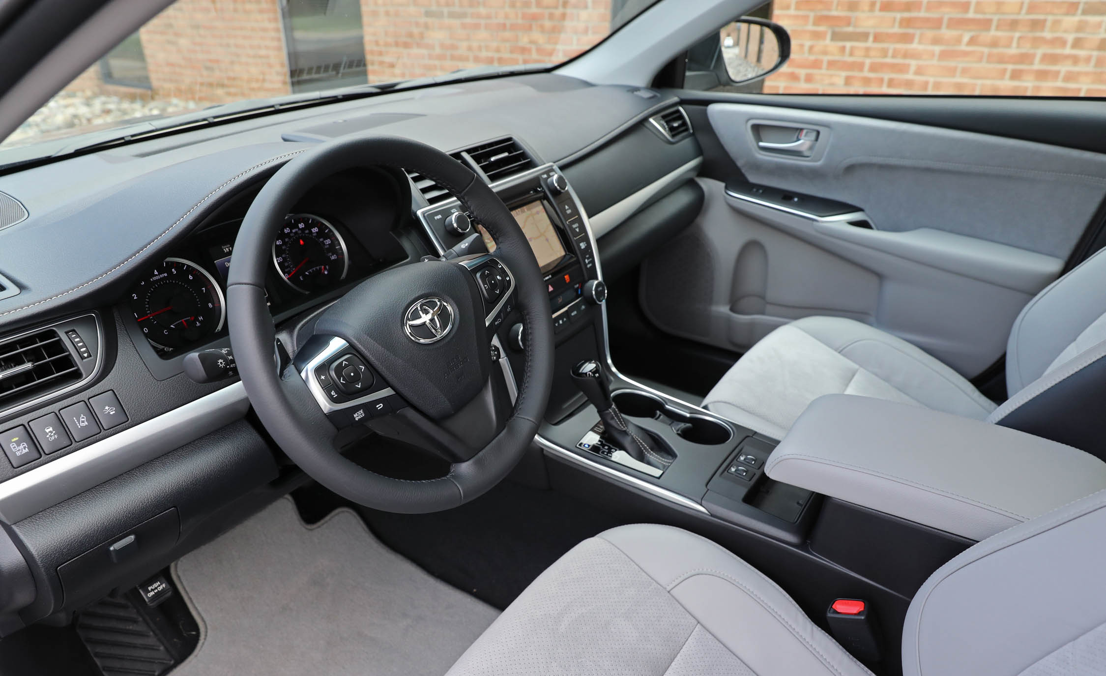 2017 Toyota Camry Interior Cockpit (View 18 of 37)