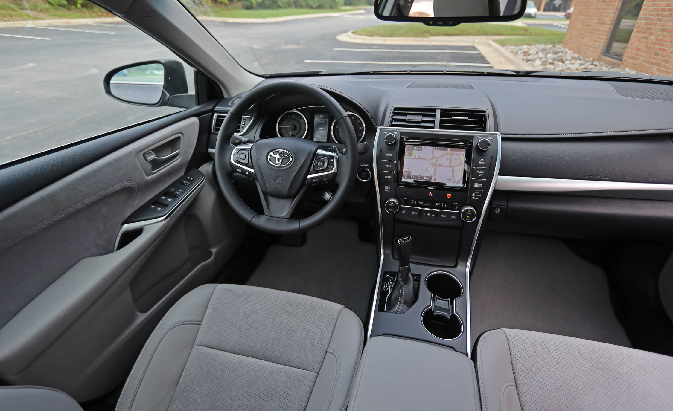 2017 Toyota Camry Interior Dashboard (View 25 of 37)