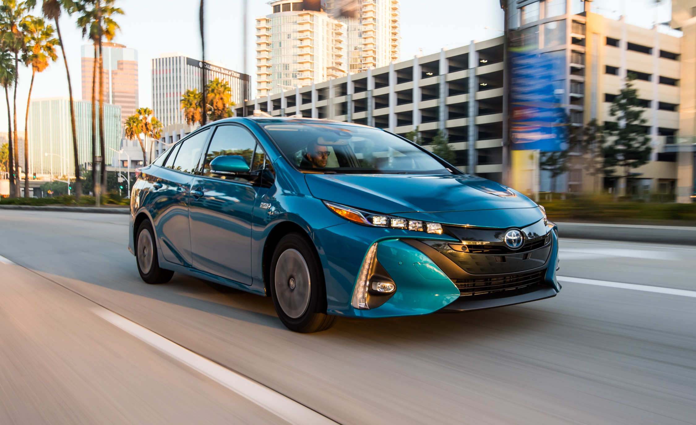 2017 Toyota Prius Prime Advanced (Photo 26 of 64)