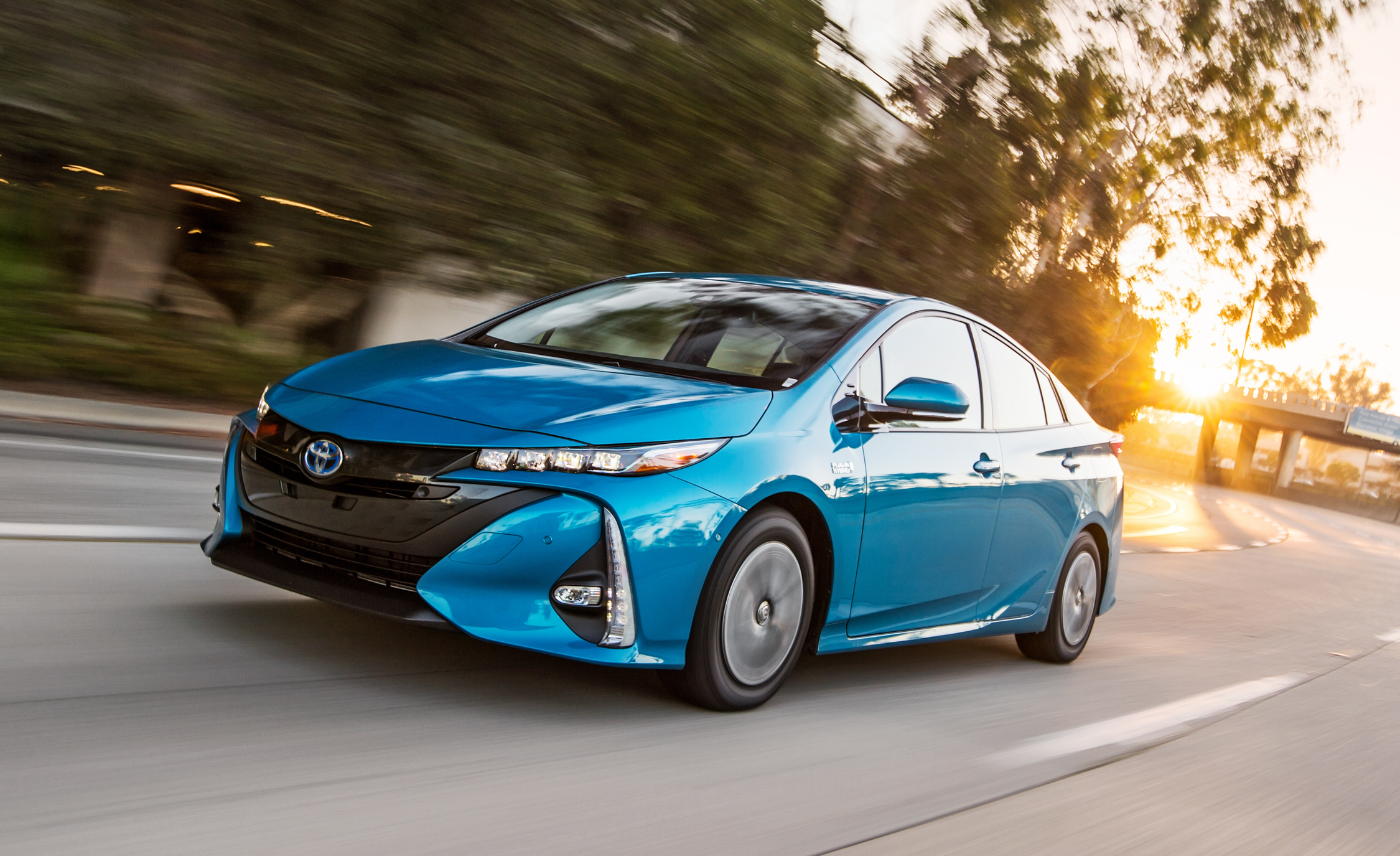 2017 Toyota Prius Prime Advanced (Photo 28 of 64)