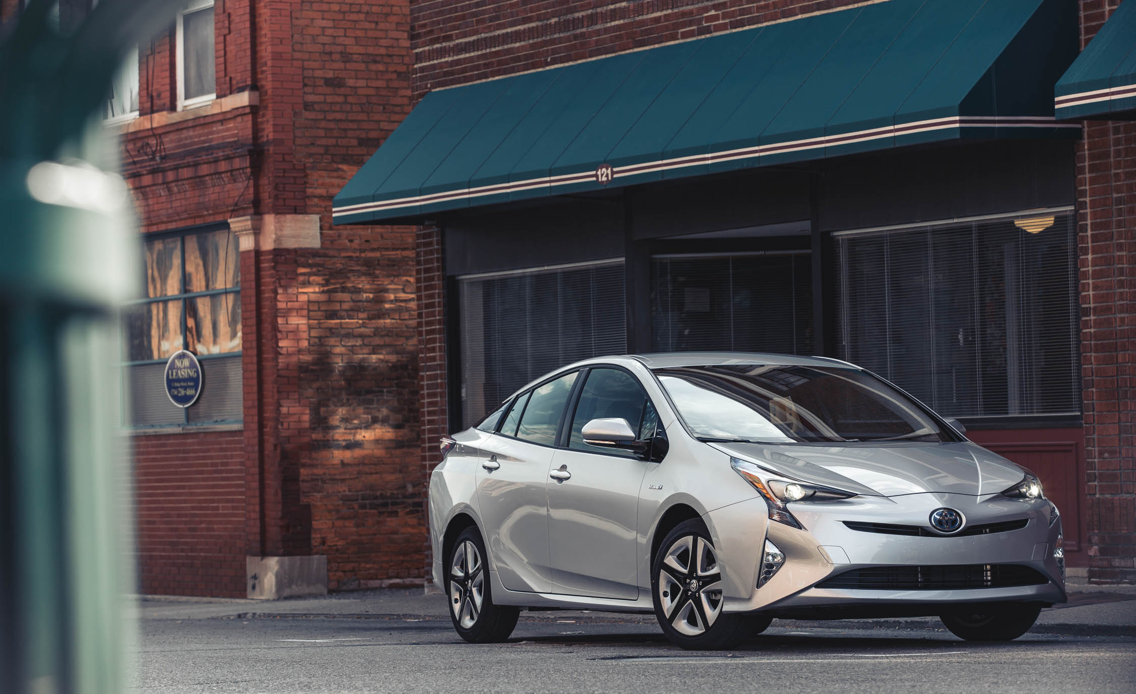 2017 Toyota Prius Exterior Silver Metallic (Photo 34 of 64)