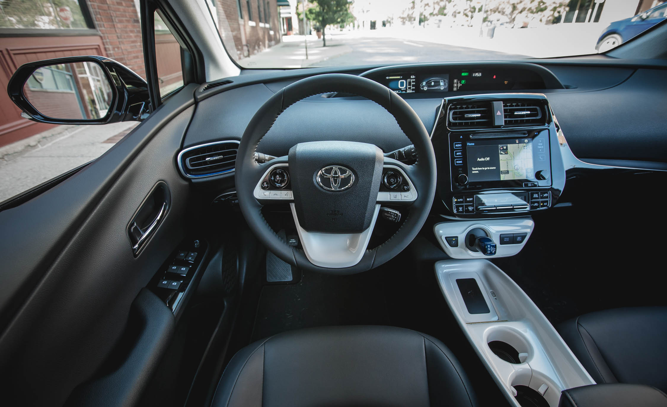 2017 Toyota Prius Interior Cockpit And Dash (Photo 41 of 64)