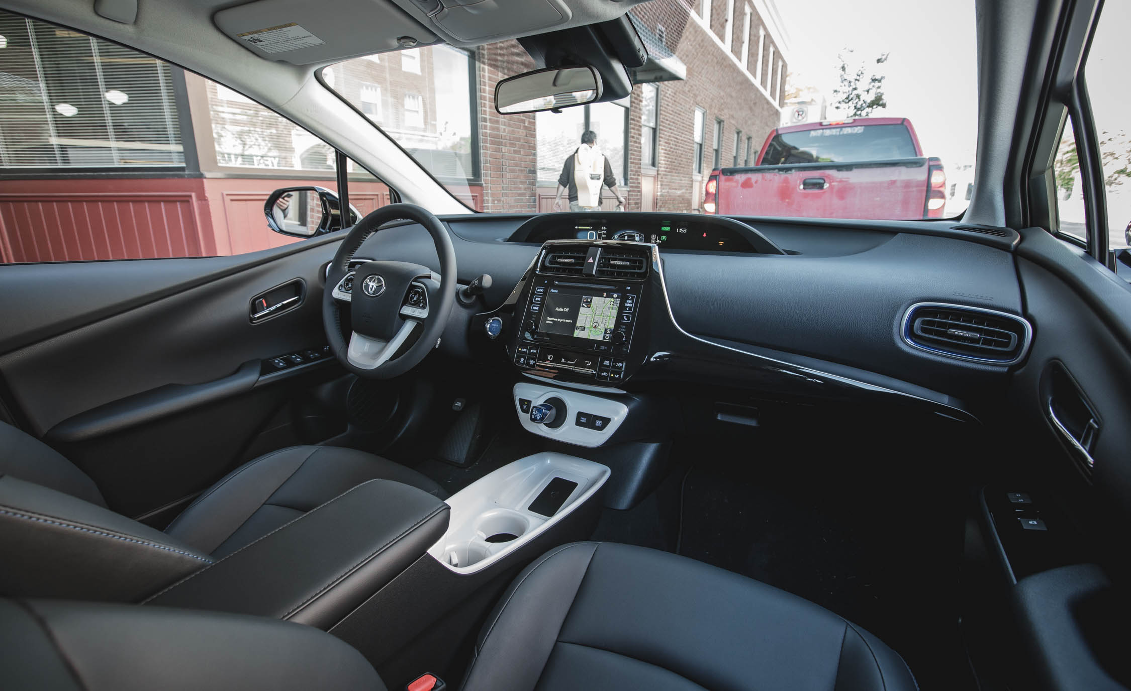 2017 Toyota Prius Interior Dashboard (Photo 42 of 64)