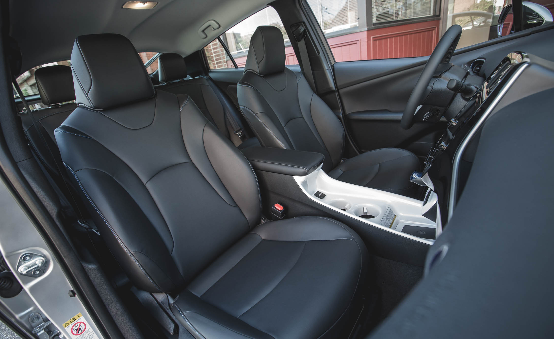 2017 Toyota Prius Interior Seats Front (Photo 44 of 64)