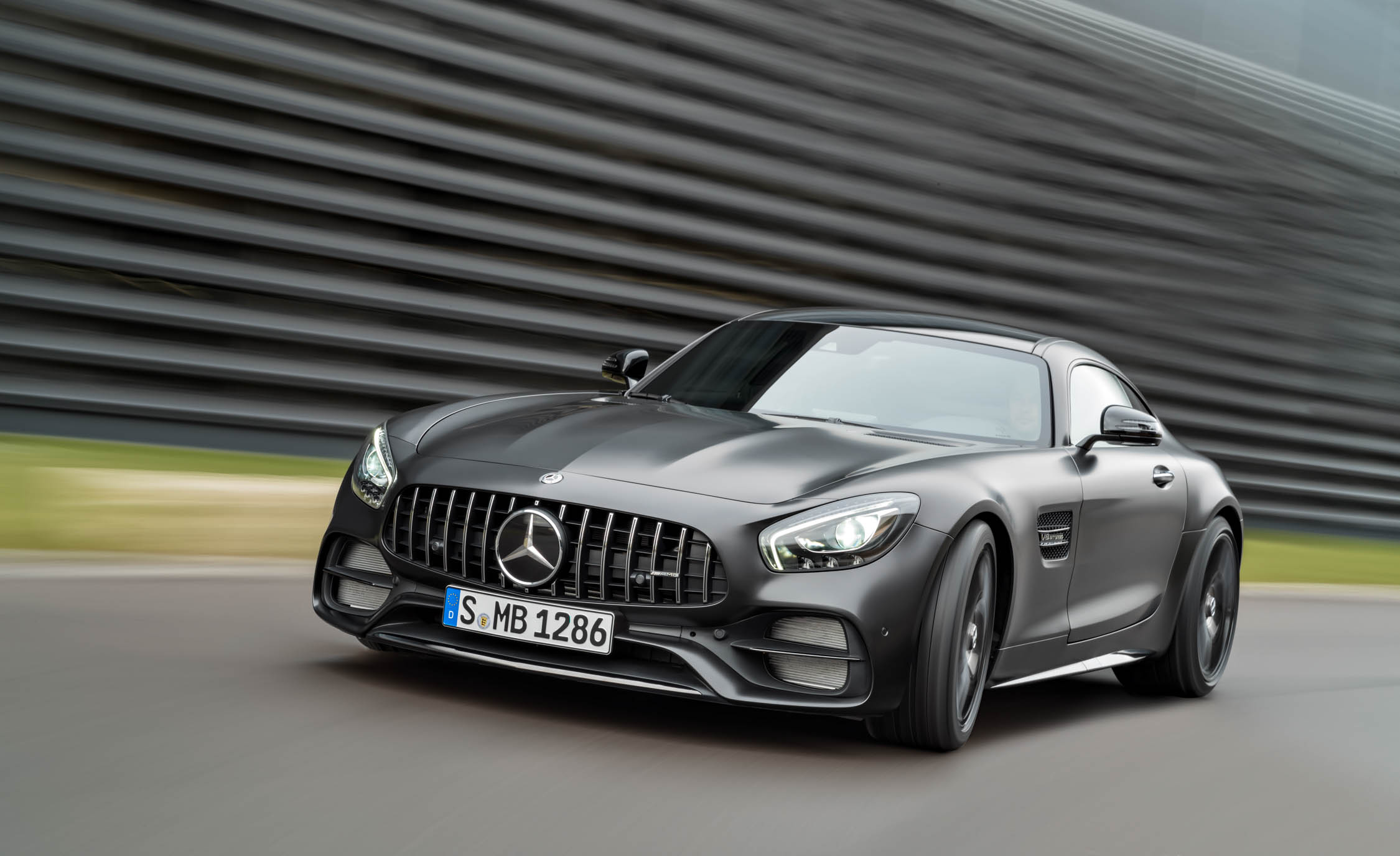 Featured Image of 2018 Mercedes AMG GT Coupé