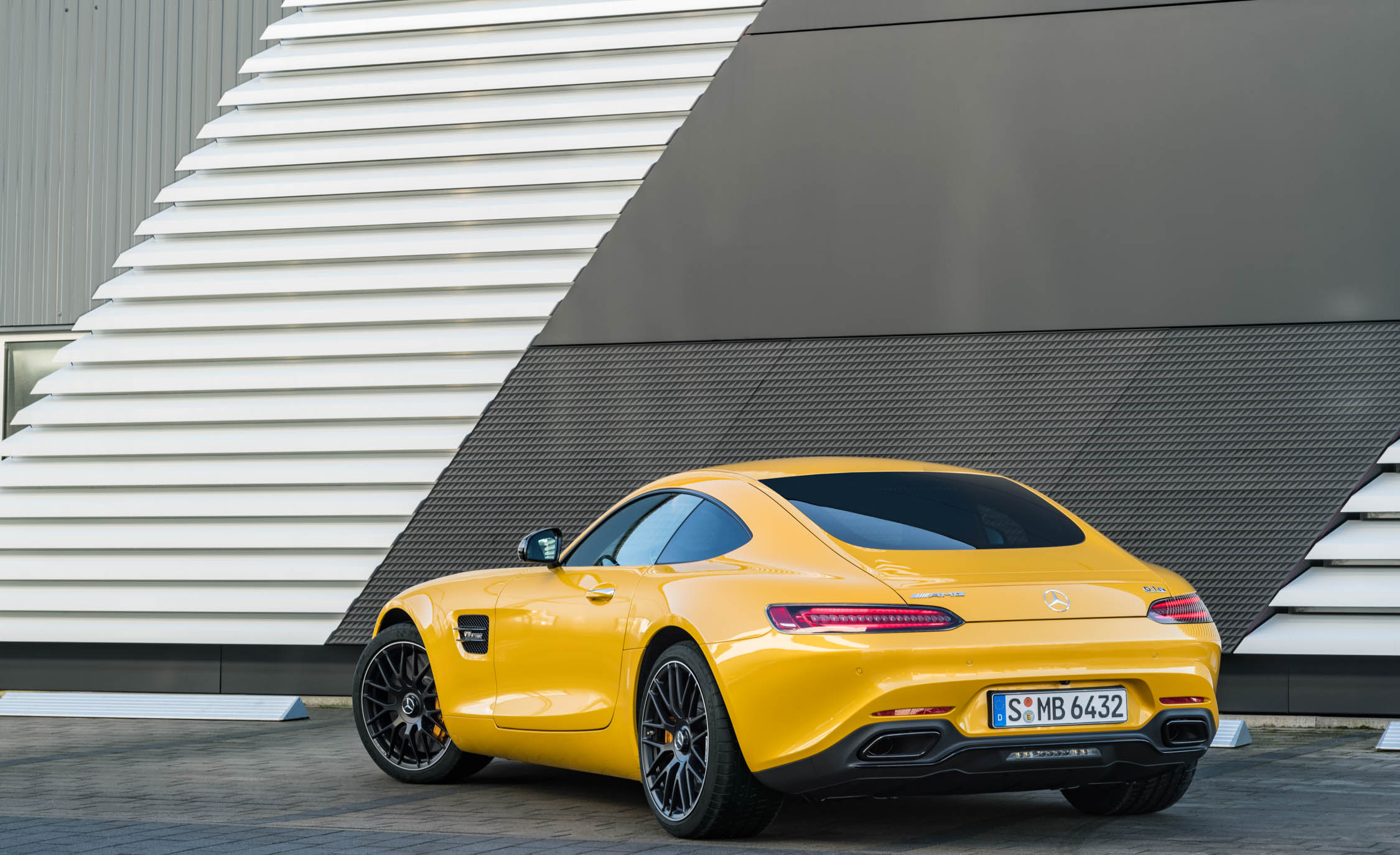 2018 Mercedes Amg Gt S Exterior Rear And Side (Photo 20 of 23)
