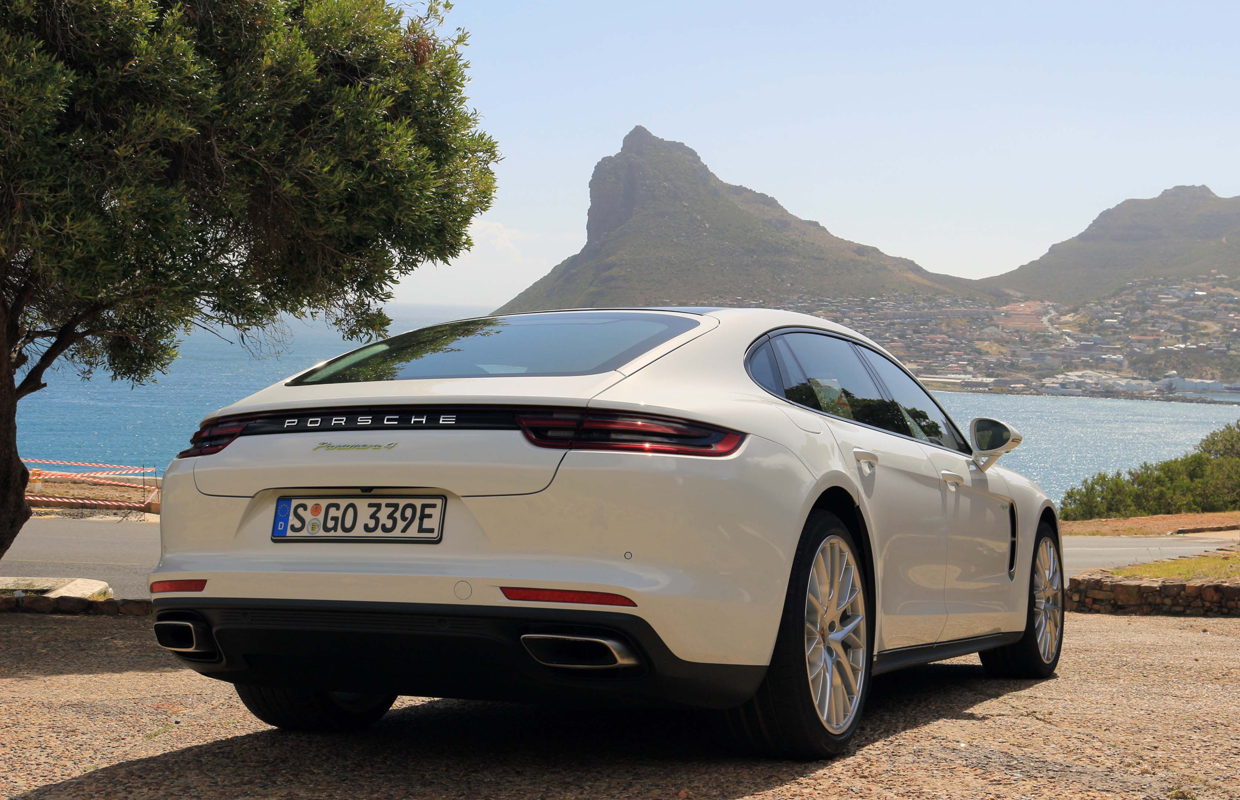 2018 Porsche Panamera 4 E Hybrid Exterior Rear And Side (Photo 6 of 10)