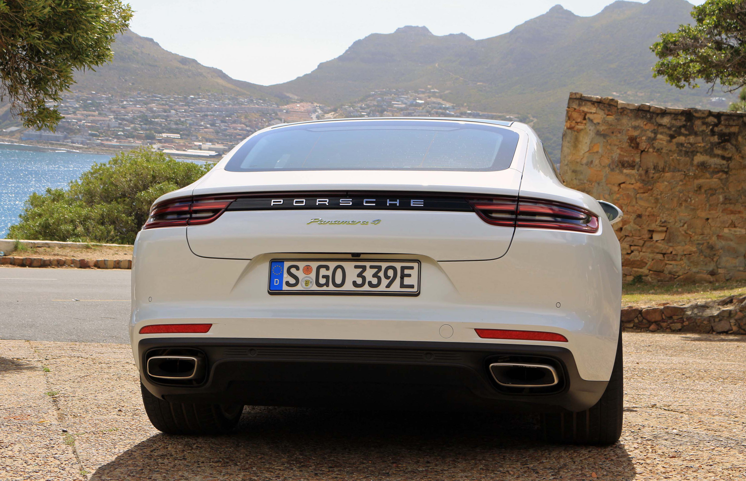 2018 Porsche Panamera 4 E Hybrid Exterior Rear (Photo 5 of 10)