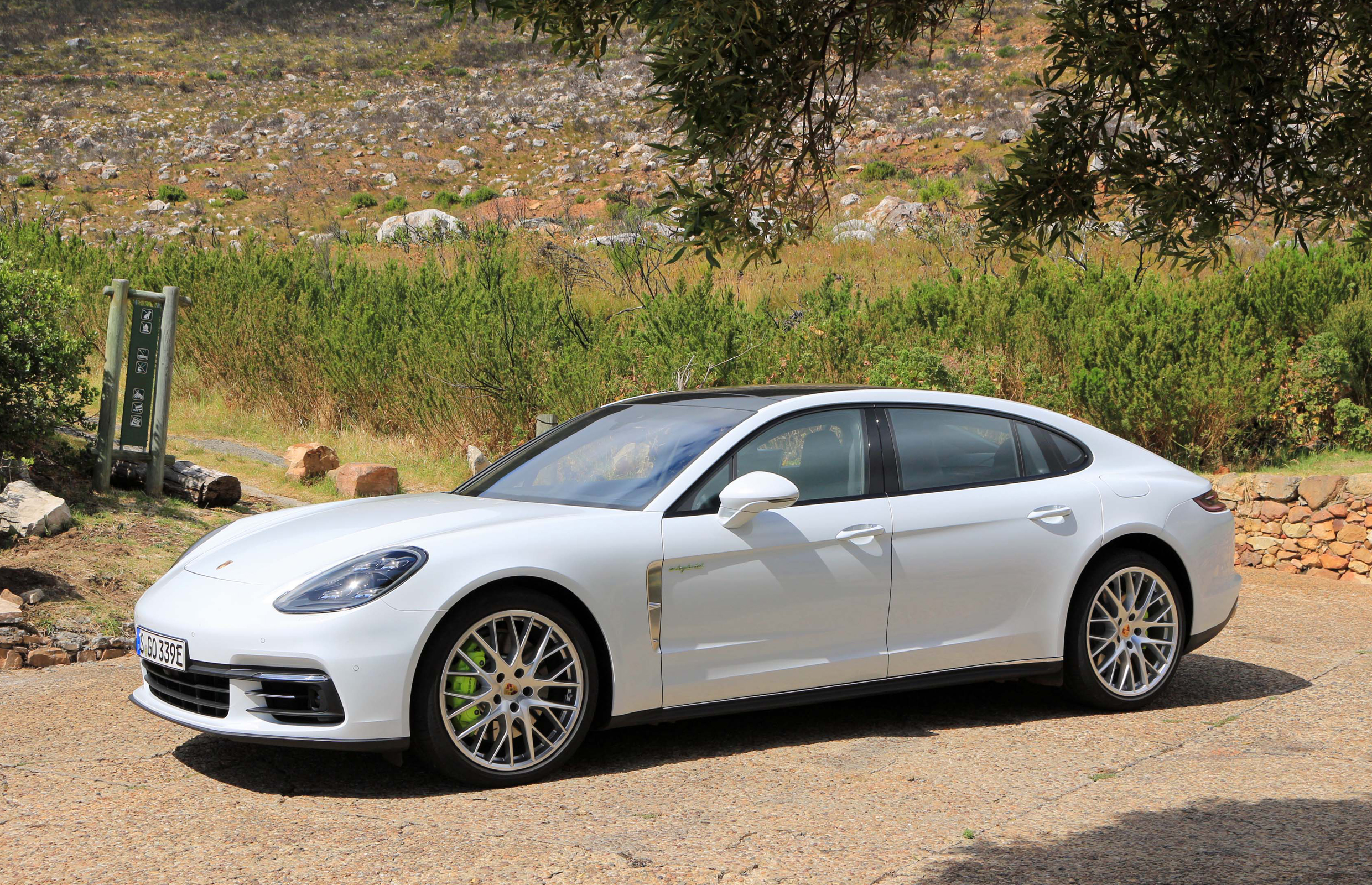 Featured Image of 2018 Porsche Panamera 4 E Hybrid