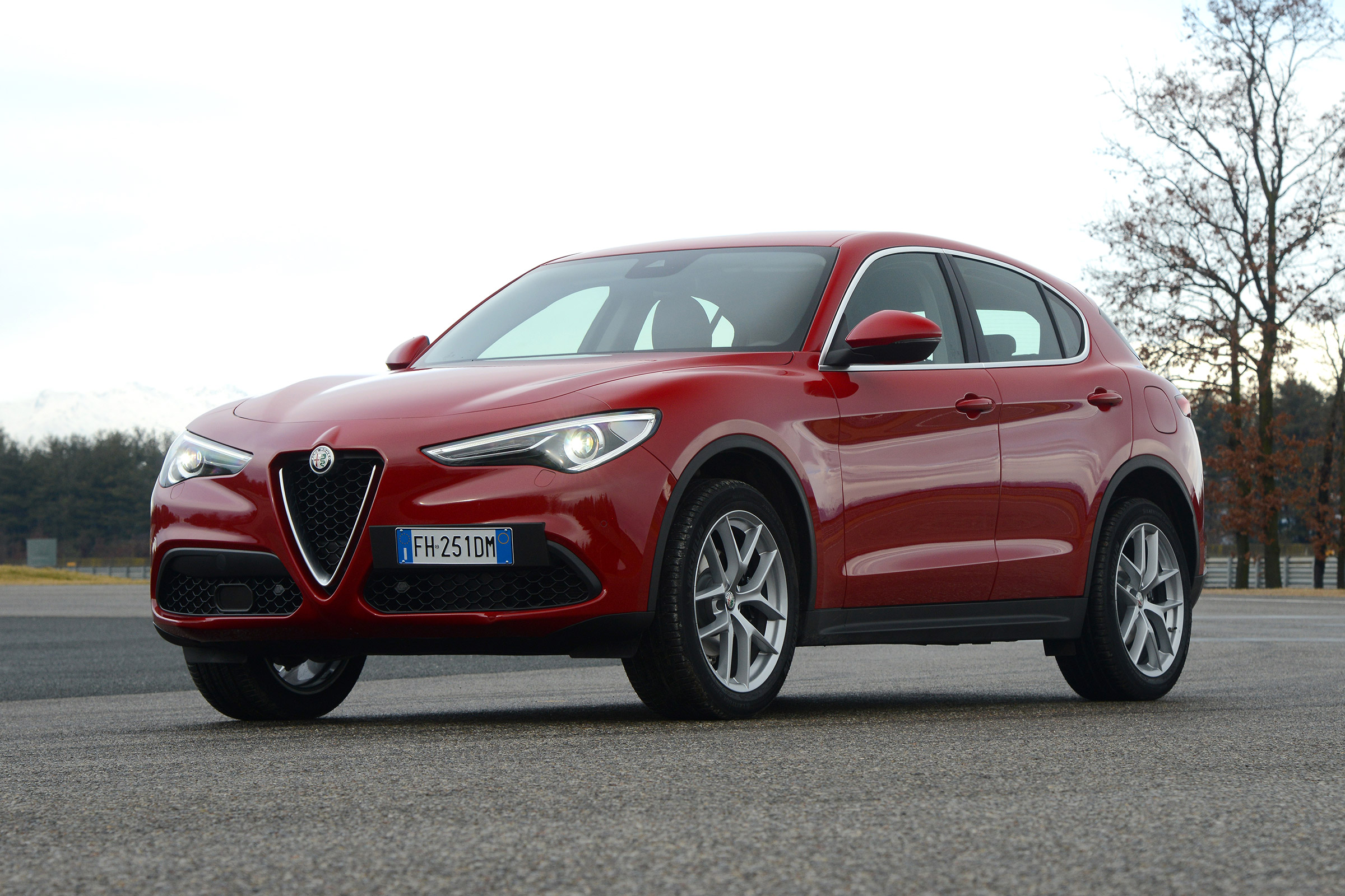 2017 Alfa Romeo Stelvio Exterior Front And Side (Photo 2 of 23)