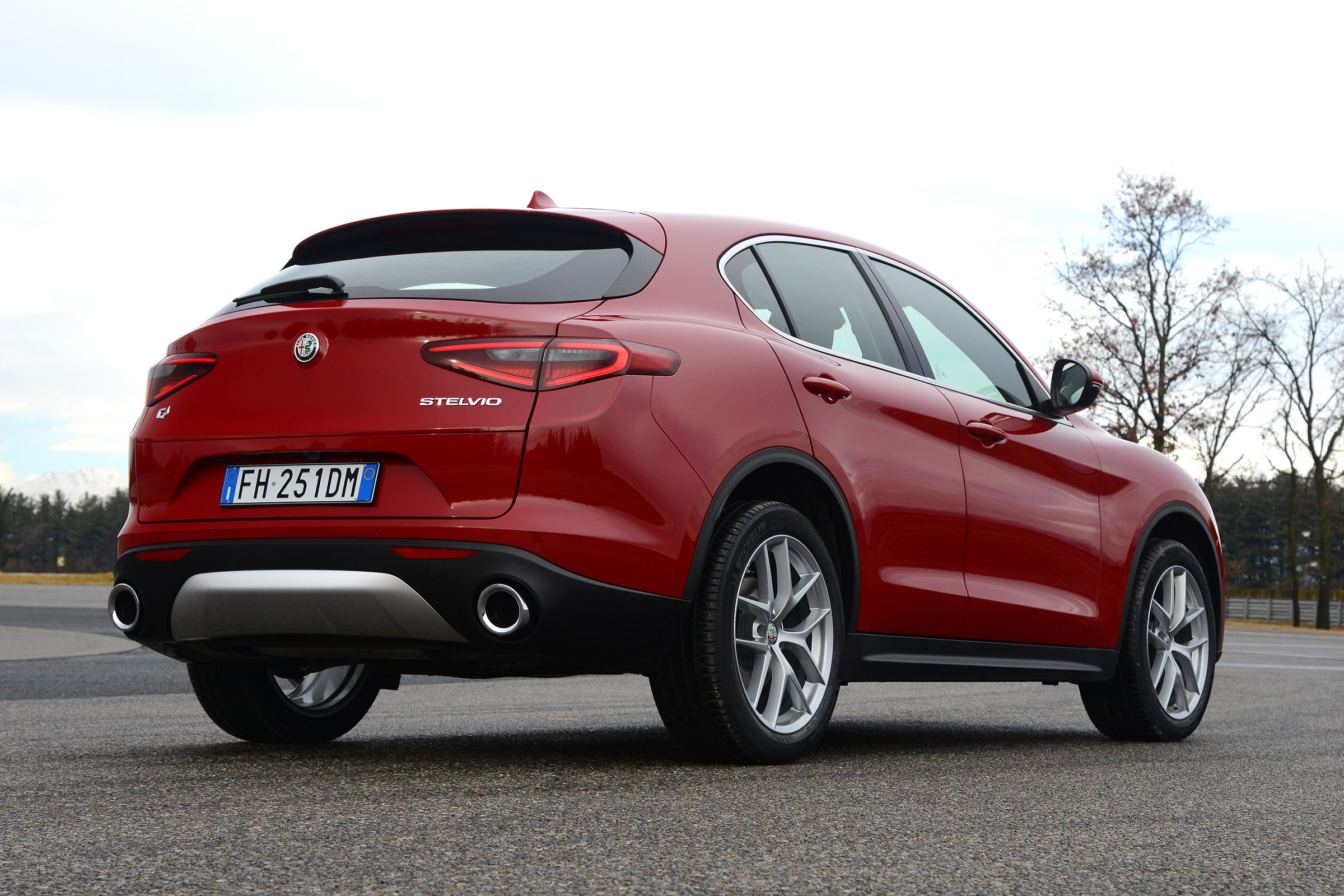 2017 Alfa Romeo Stelvio Exterior Rear And Side (Photo 3 of 23)
