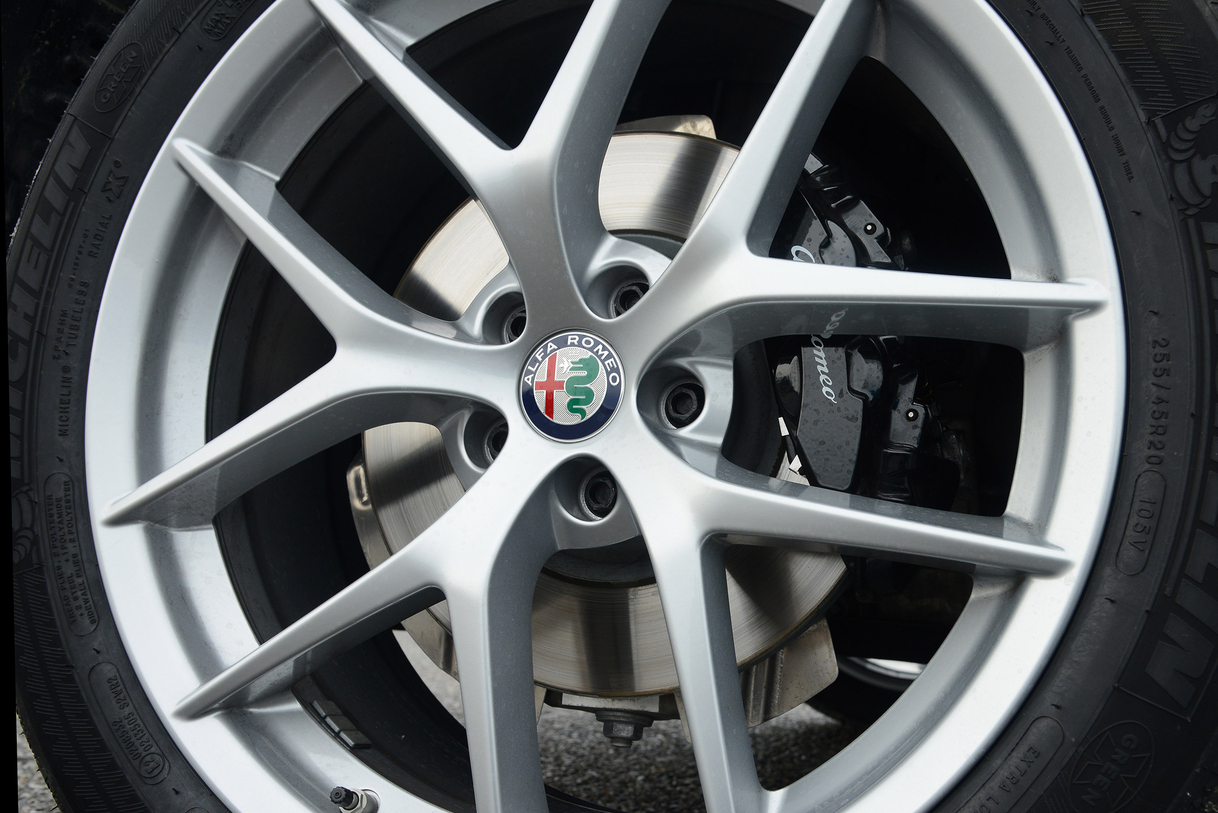 2017 Alfa Romeo Stelvio Exterior View Wheel Trim (Photo 8 of 23)