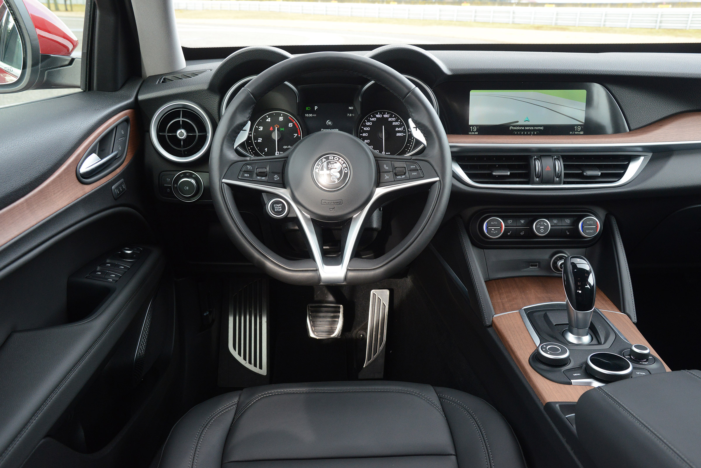 2017 Alfa Romeo Stelvio Interior Cockpit (Photo 9 of 23)