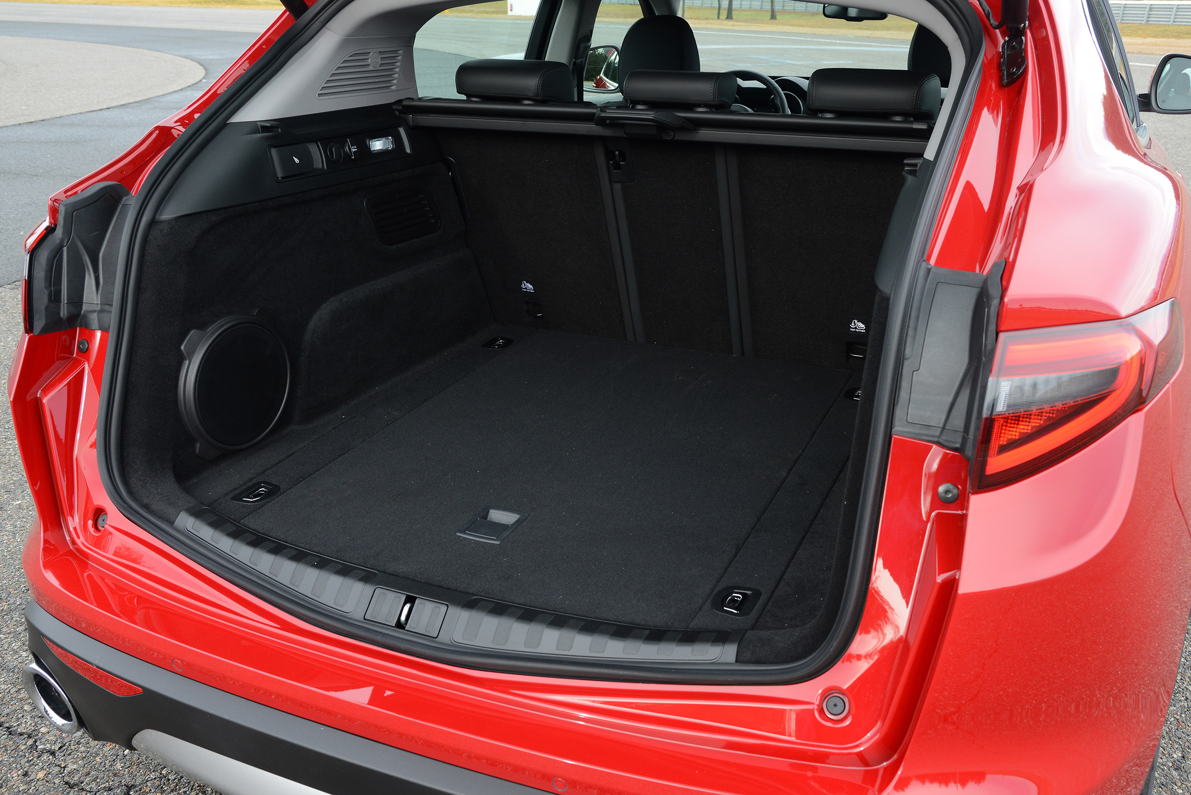 2017 Alfa Romeo Stelvio Interior View Cargo Trunk (Photo 13 of 23)