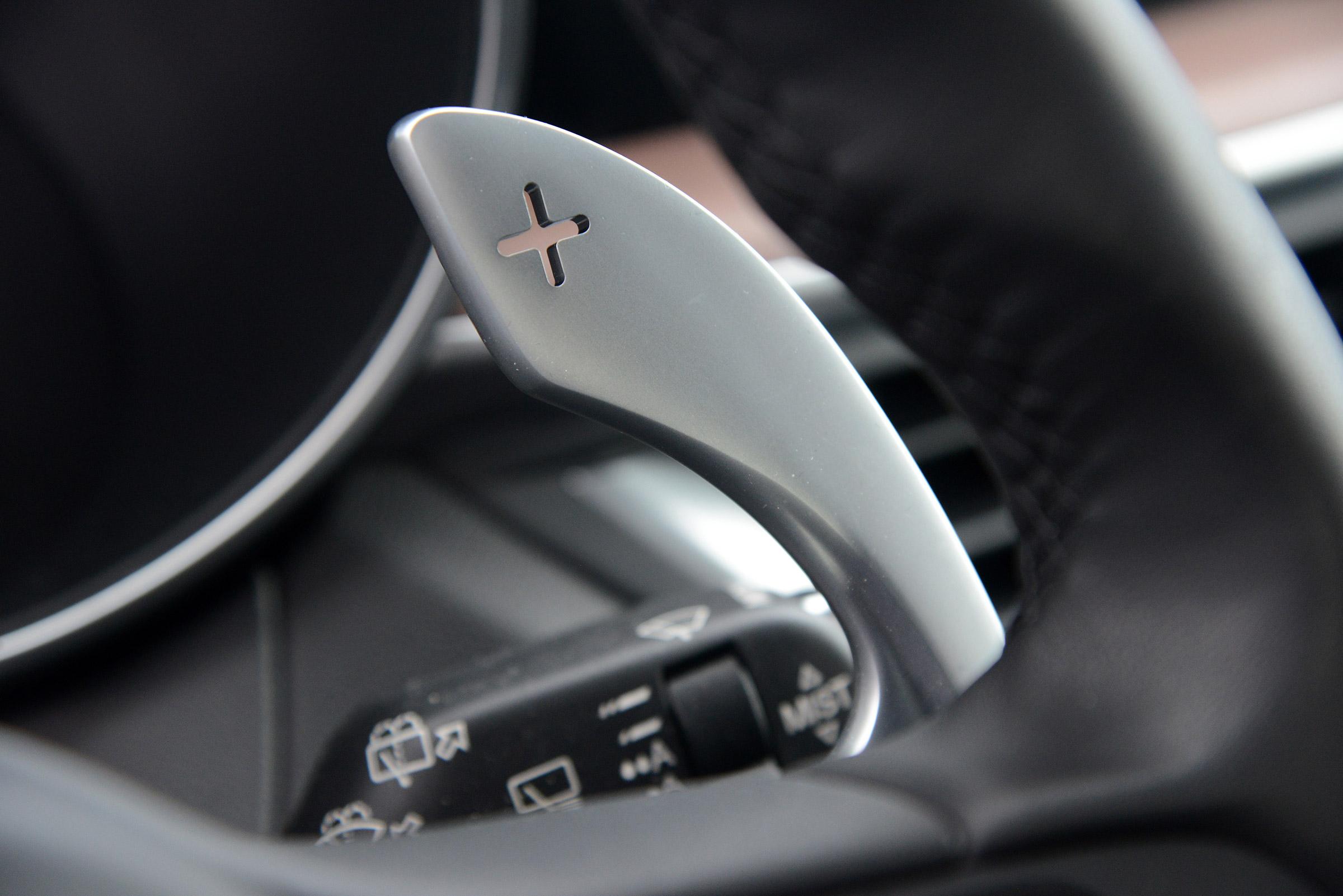 2017 Alfa Romeo Stelvio Interior View Paddle Shift (View 12 of 23)